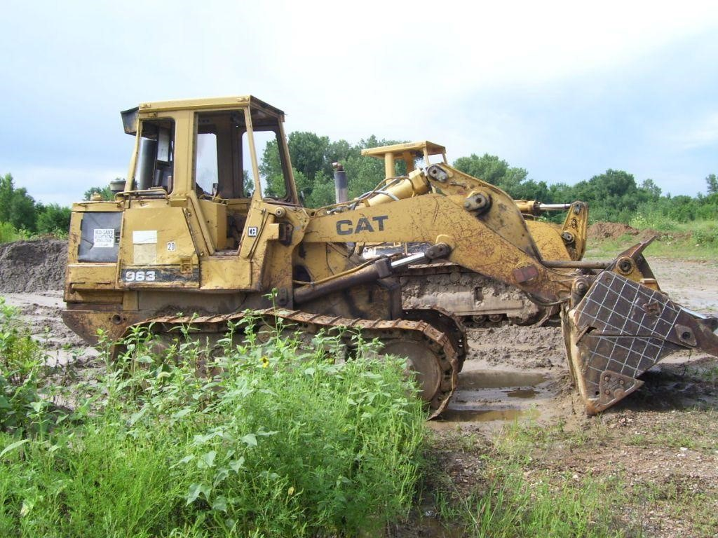 Detail photo of 1990 Caterpillar 963 from Construction Equipment Guide