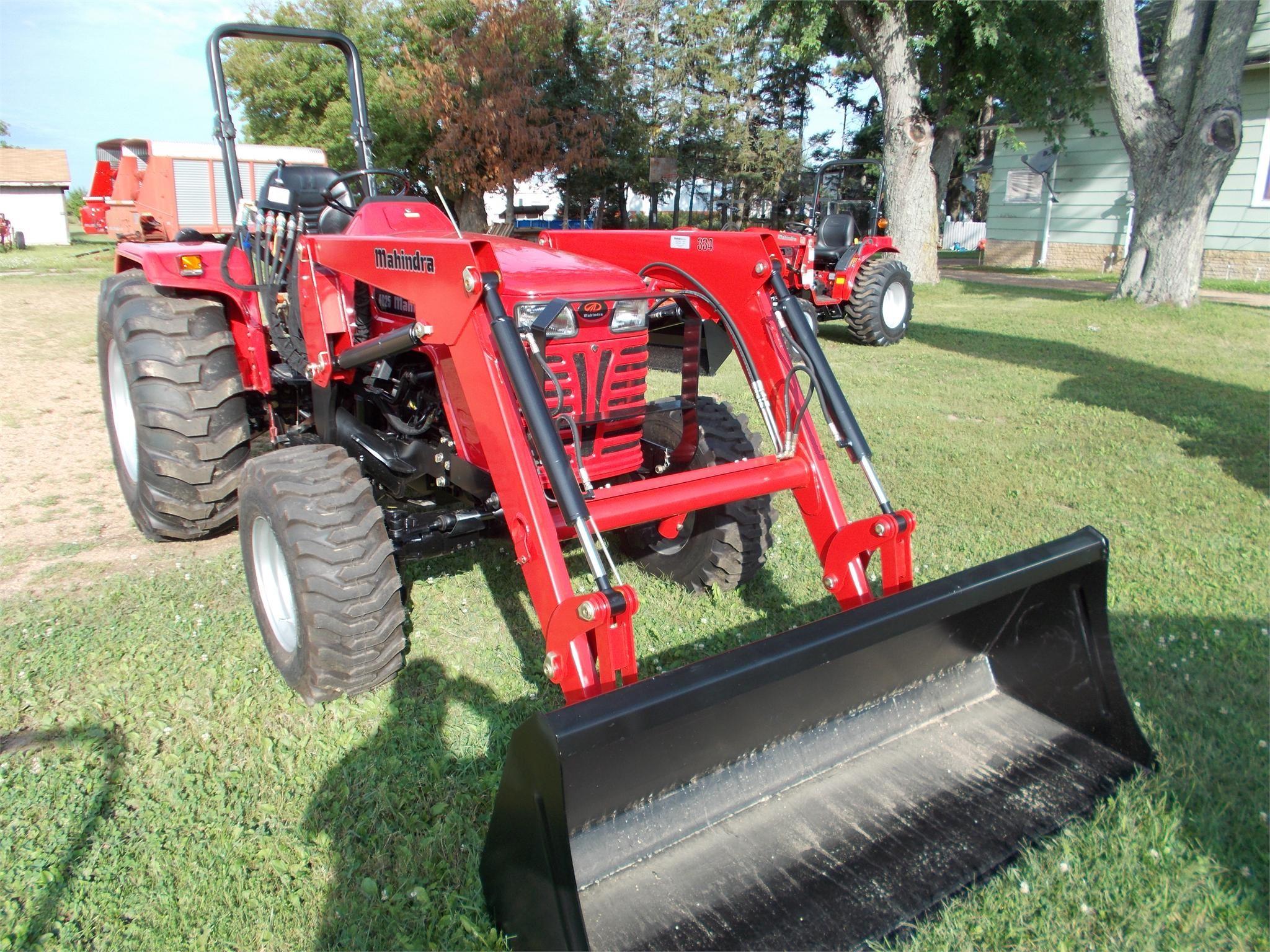 MAHINDRA 4025 40-99 HP Tractor