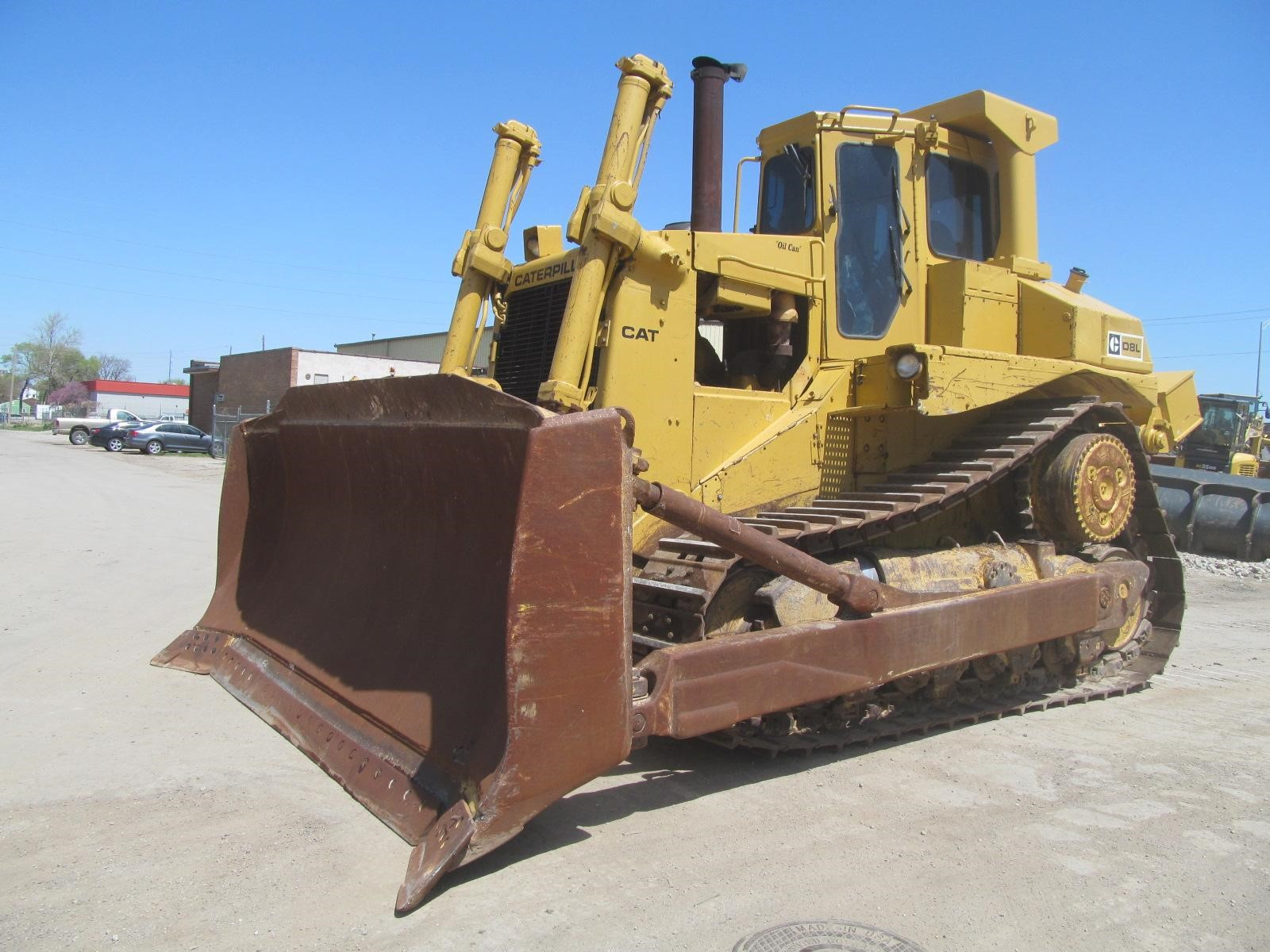 Detail photo of 1985 Caterpillar D8L from Construction Equipment Guide