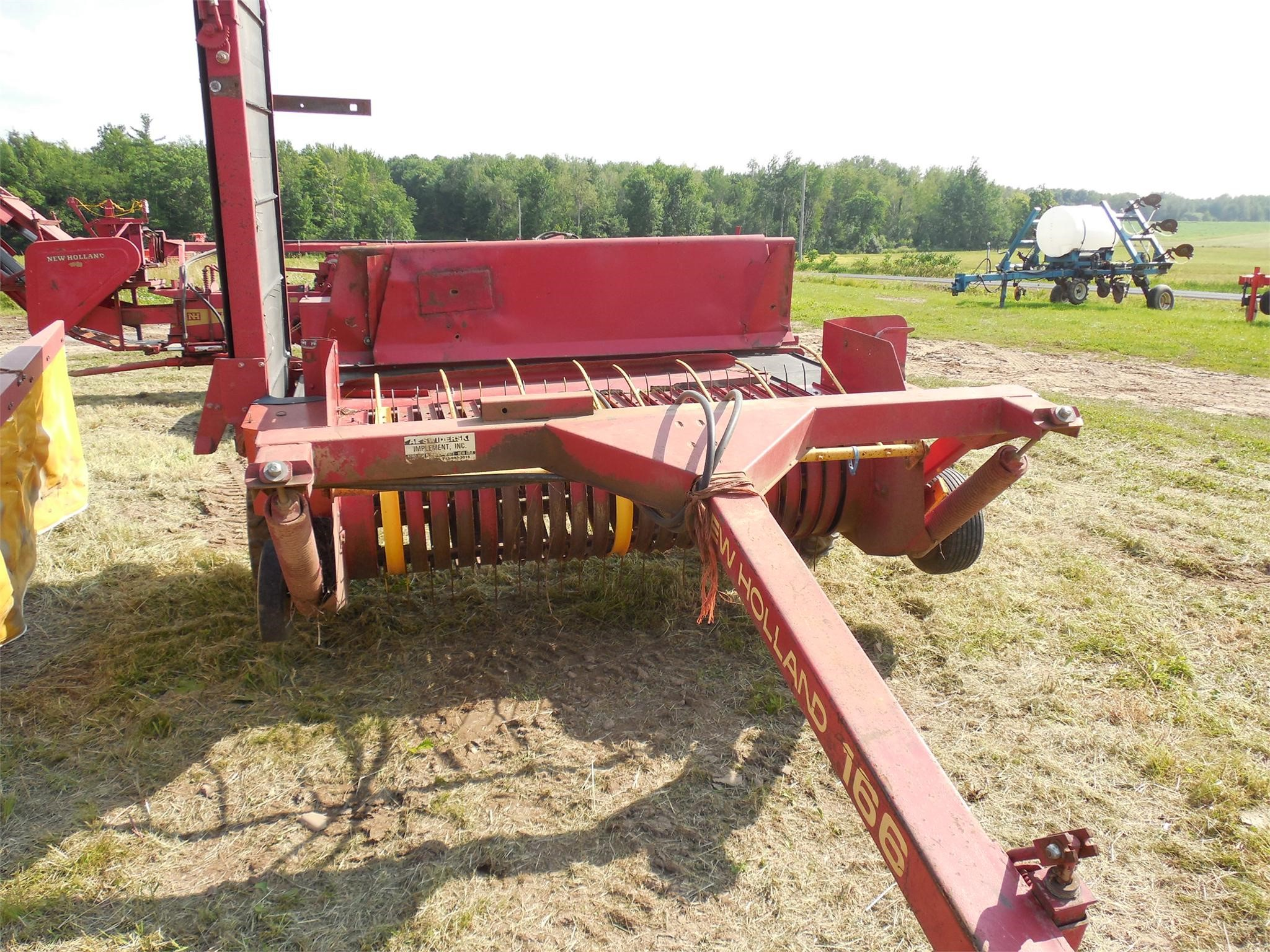 1993 NEW HOLLAND 166 Windrow Inverter