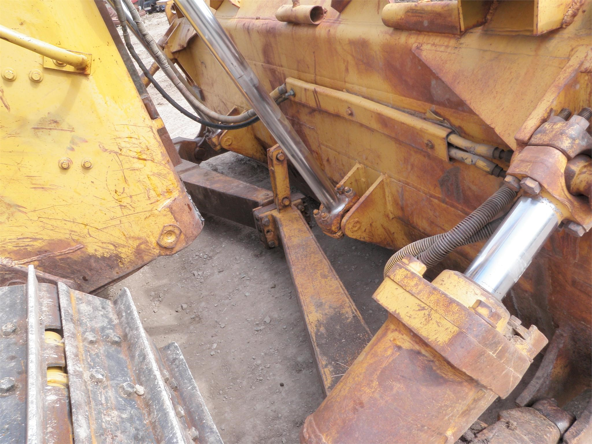 Detail photo of 1988 Caterpillar D6H from Construction Equipment Guide