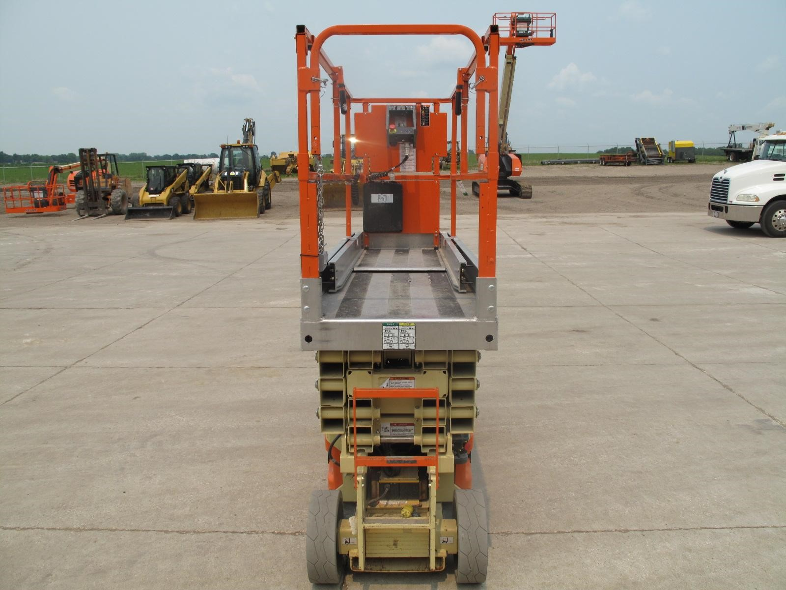 Detail photo of 2013 JLG 2630ES from Construction Equipment Guide