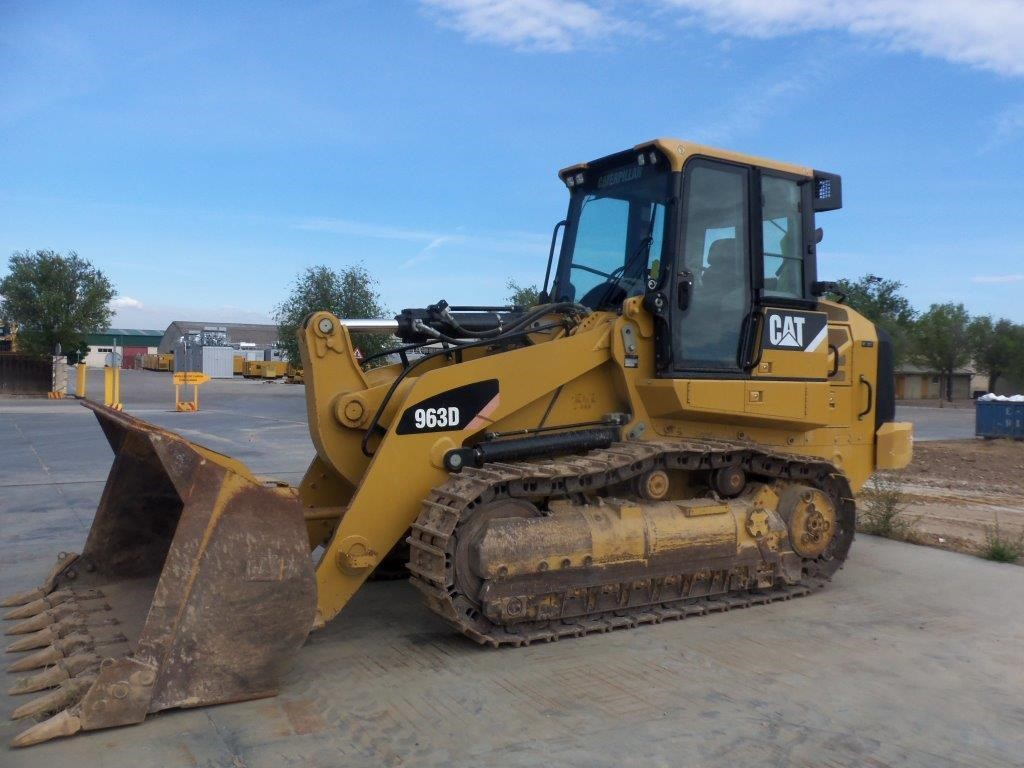 Detail photo of 2010 Caterpillar 963D from Construction Equipment Guide