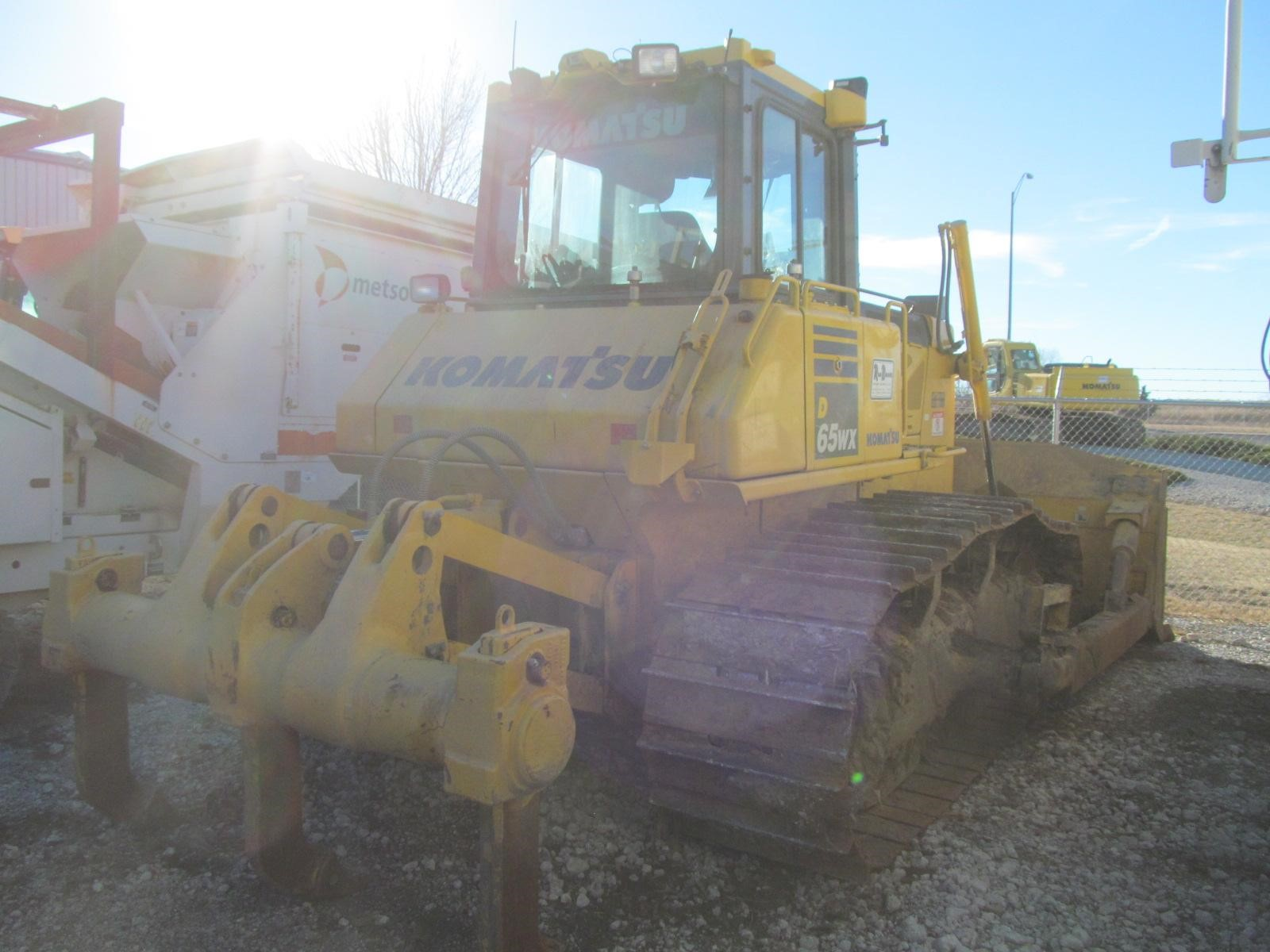 Detail photo of 2013 Komatsu D65WX-17 from Construction Equipment Guide