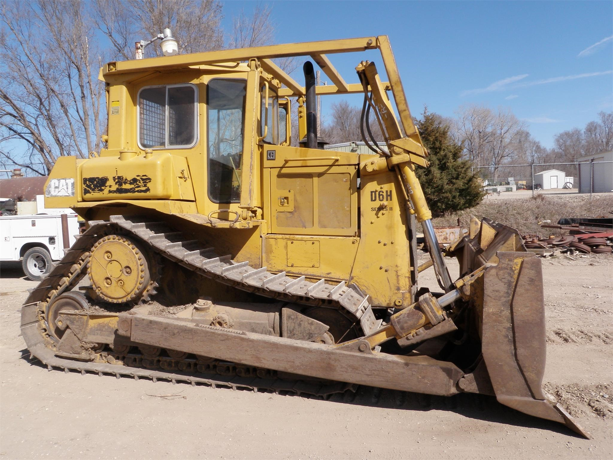 Detail photo of 1989 Caterpillar D6H from Construction Equipment Guide