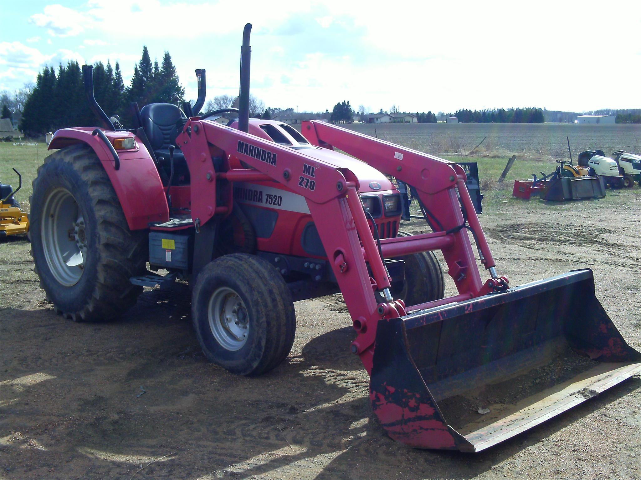 2005 MAHINDRA 7520 40-99 HP Tractor