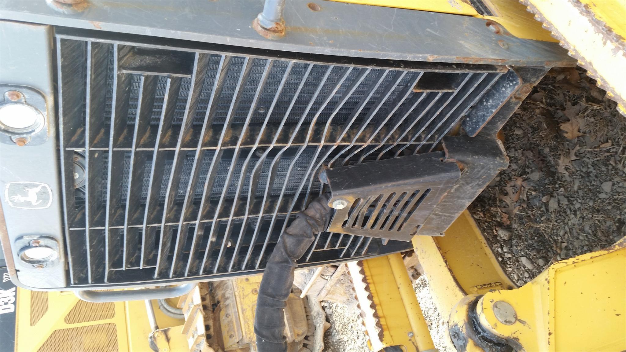 Detail photo of 2005 John Deere 450H LT from Construction Equipment Guide