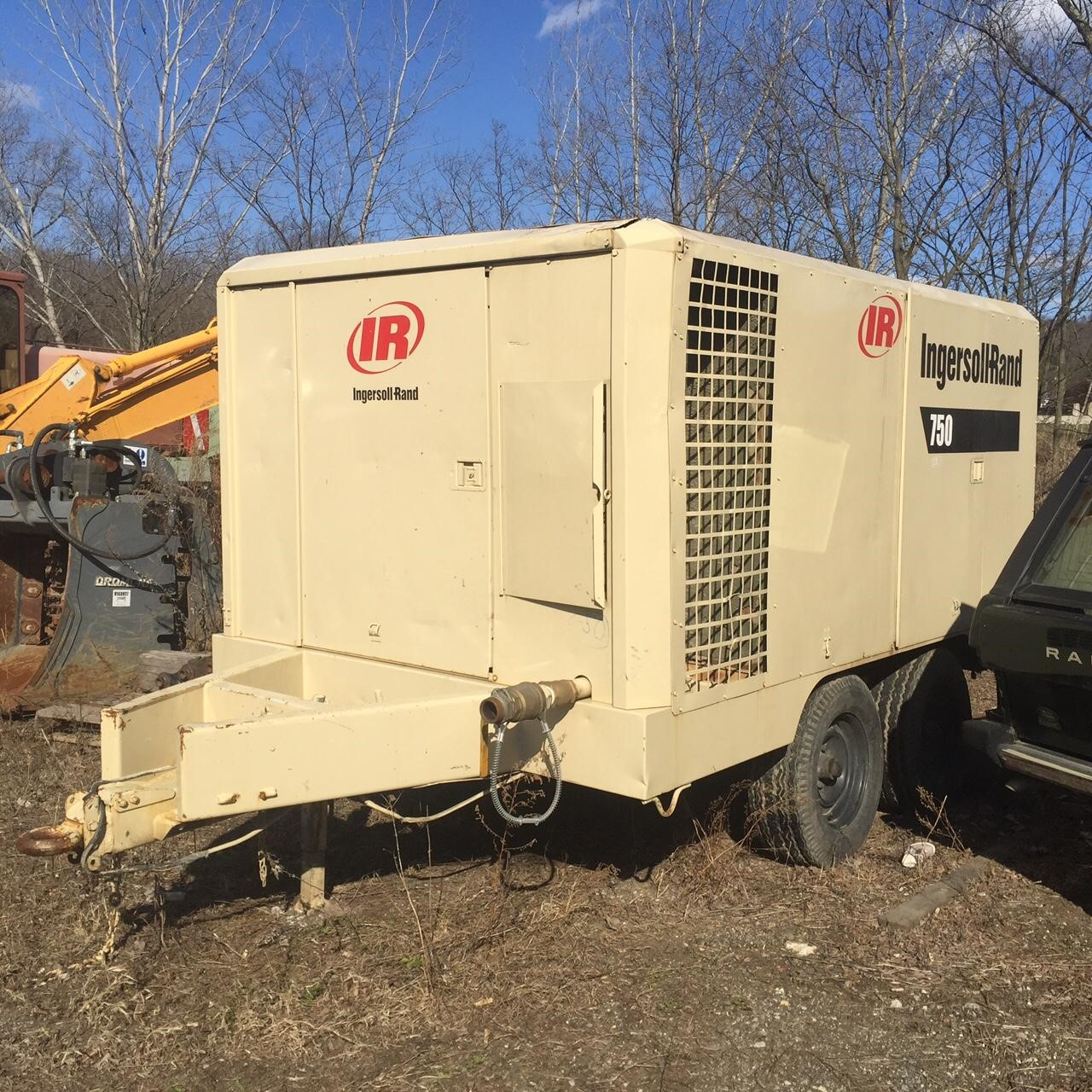 Detail photo of 1994 Ingersoll Rand XP750B from Construction Equipment Guide