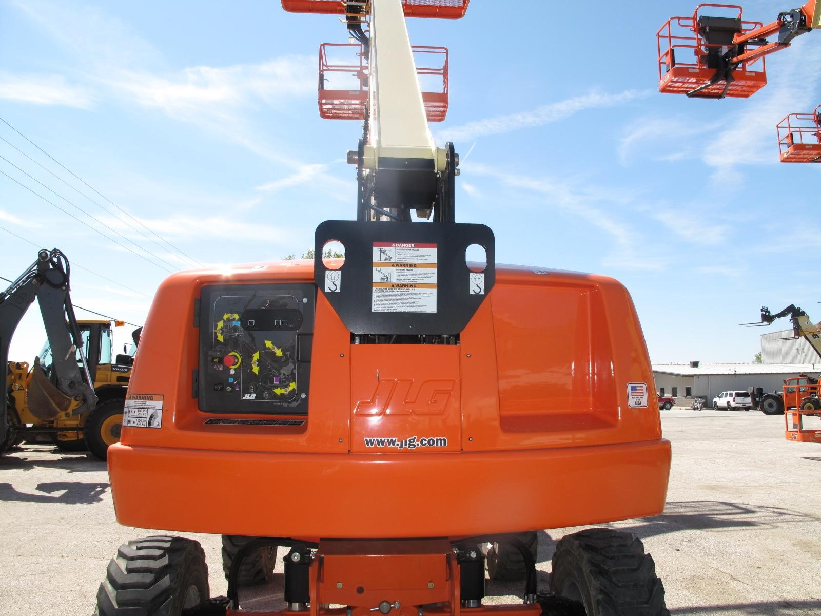 Detail photo of 2014 JLG 400S from Construction Equipment Guide