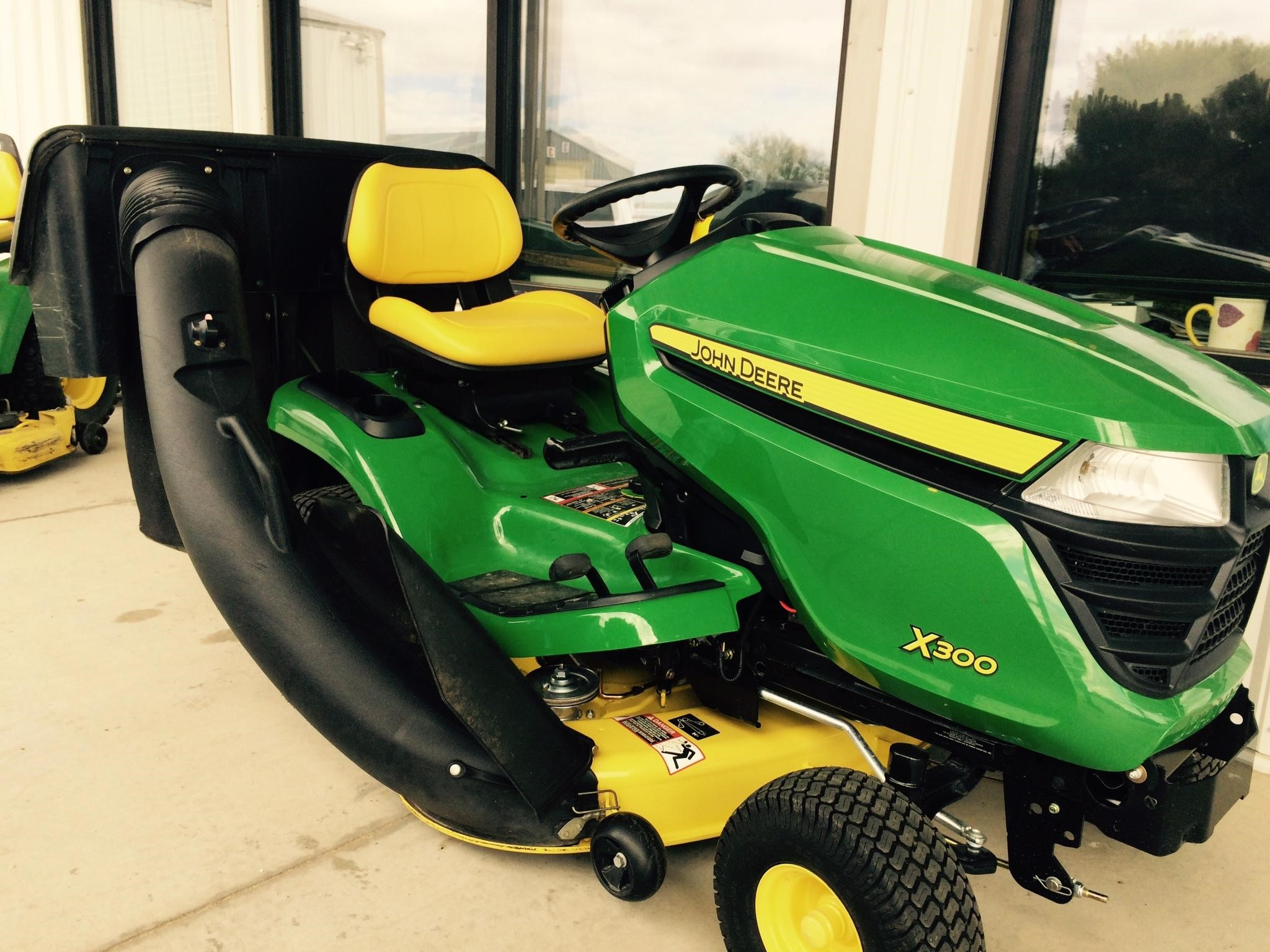 wisconsin ag connection john deere x300 riding lawn. Black Bedroom Furniture Sets. Home Design Ideas