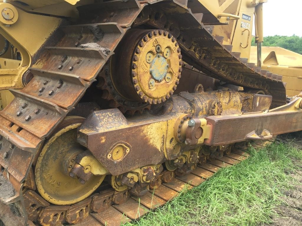 Detail photo of 2005 Caterpillar D8T from Construction Equipment Guide