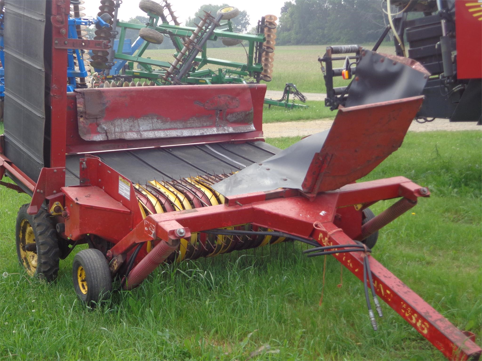 NEW HOLLAND 166 Windrow Inverter
