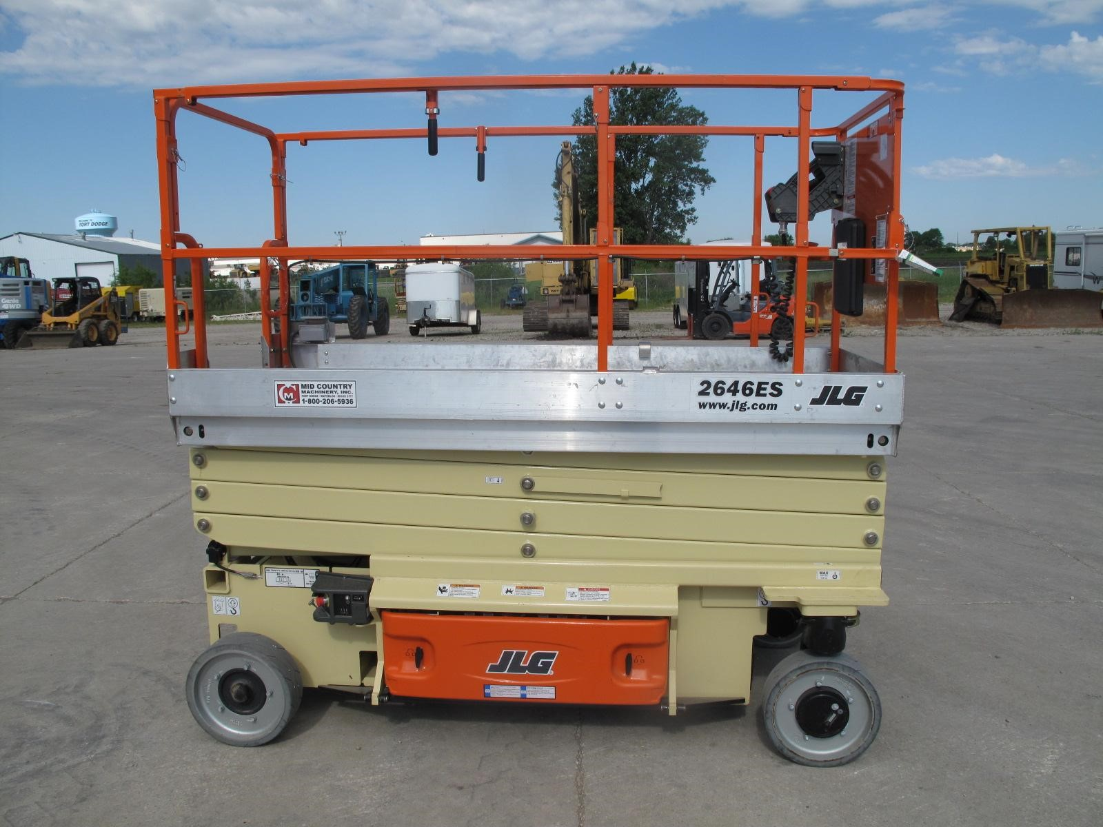 Detail photo of 2014 JLG 2646ES from Construction Equipment Guide