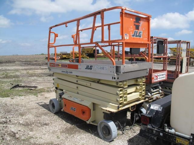 Detail photo of 2004 JLG 2646E from Construction Equipment Guide