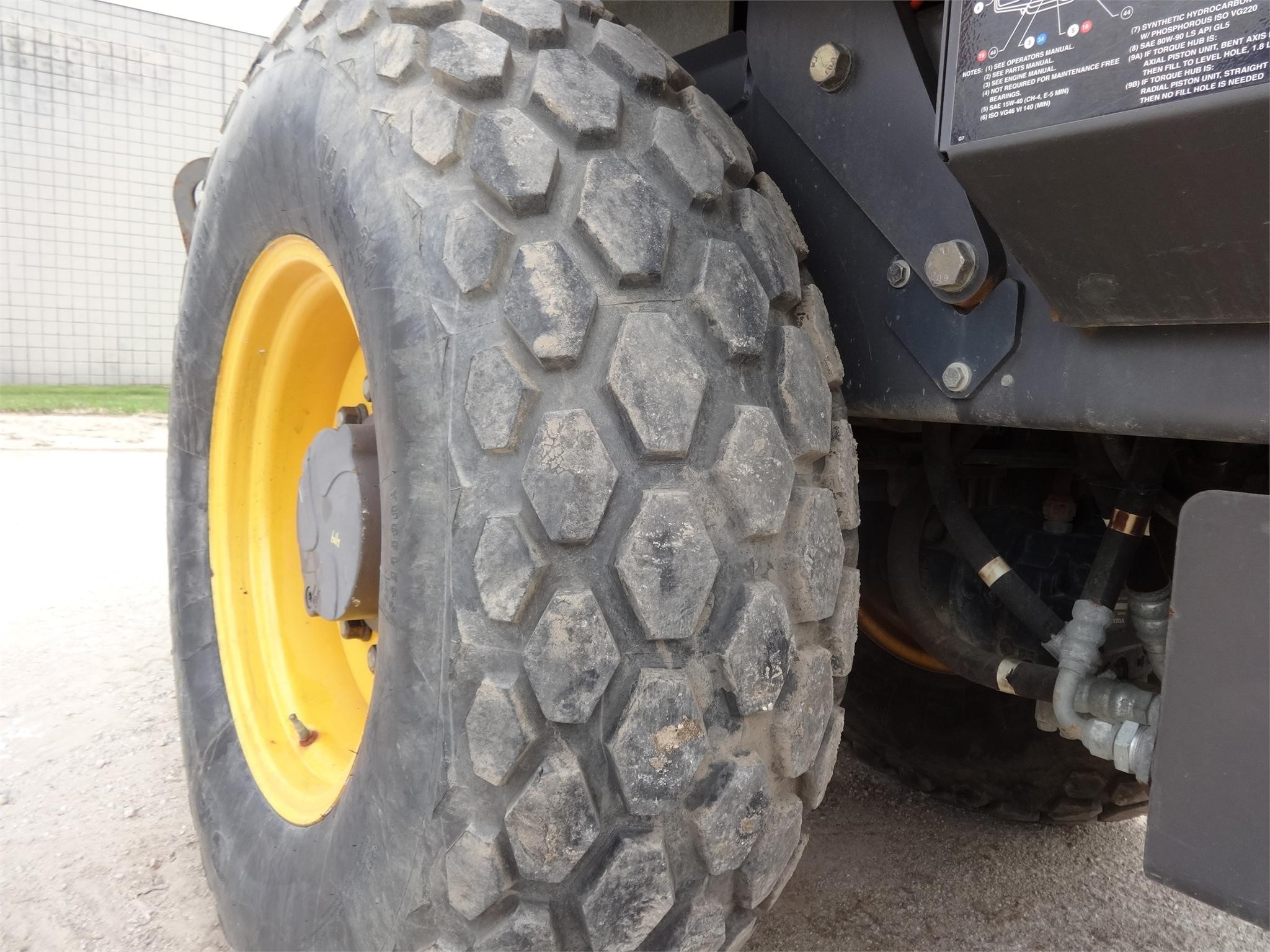 Detail photo of 2008 Volvo SD70D from Construction Equipment Guide