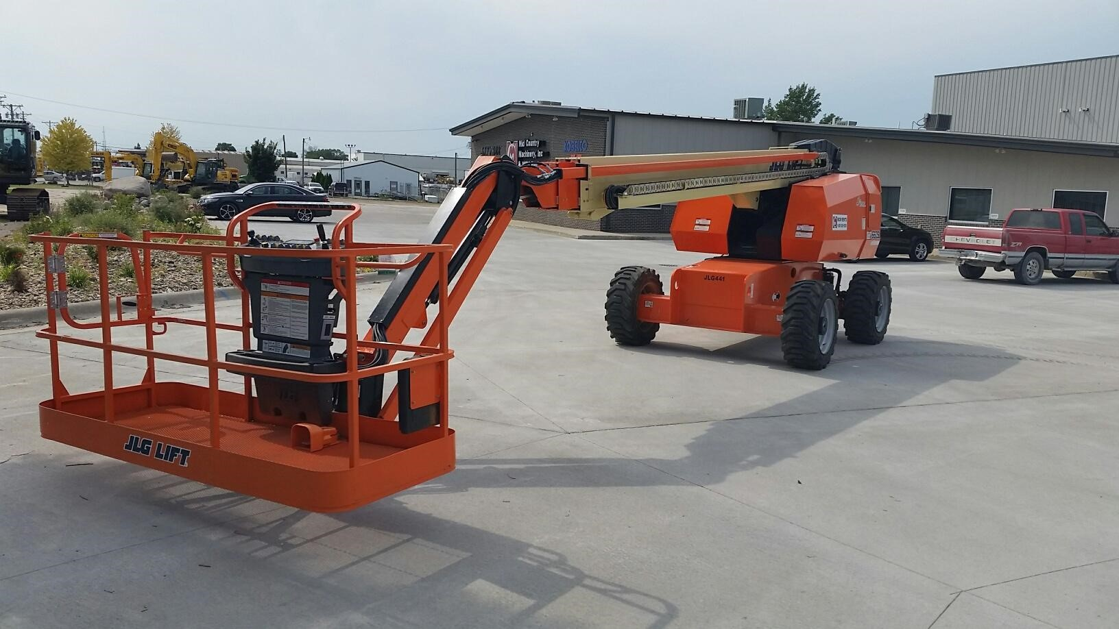 Detail photo of 2014 JLG 660SJ from Construction Equipment Guide