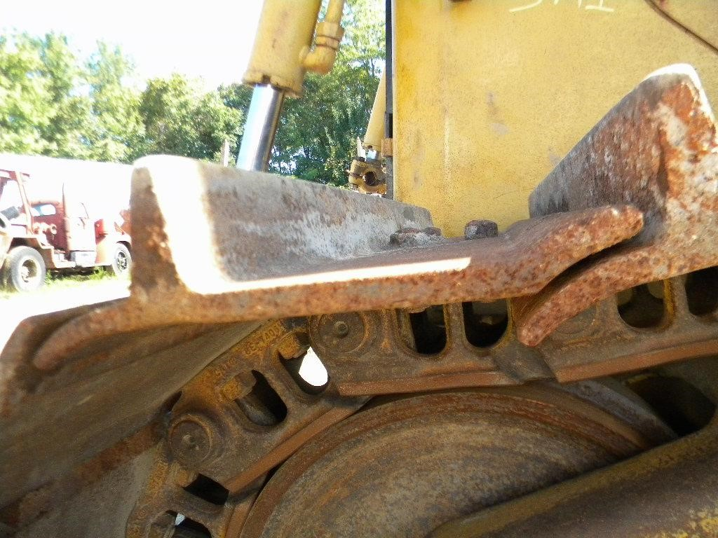 Detail photo of 1999 Caterpillar D6R LGP from Construction Equipment Guide