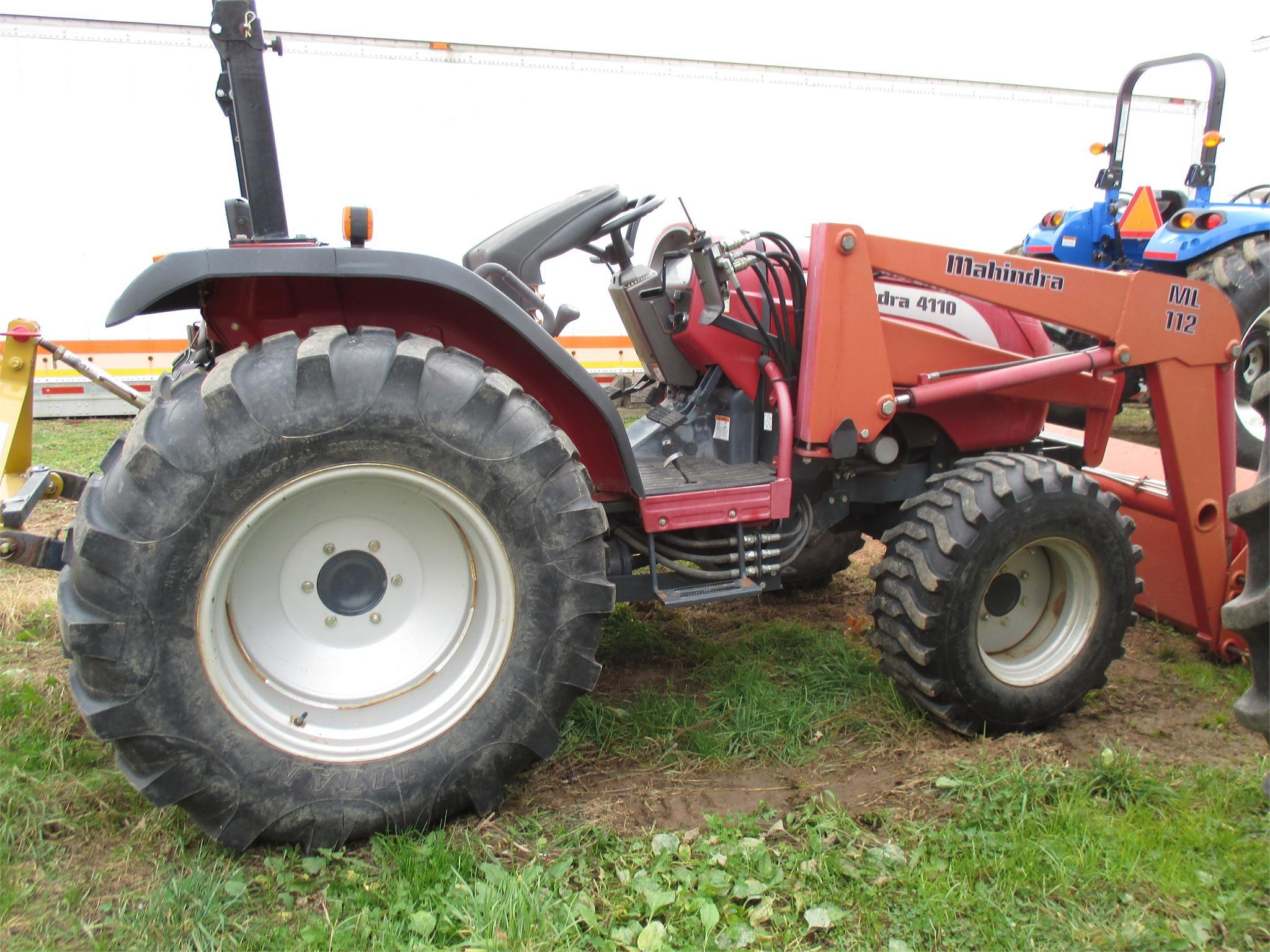 2004 MAHINDRA 4110 40-99 HP Tractor