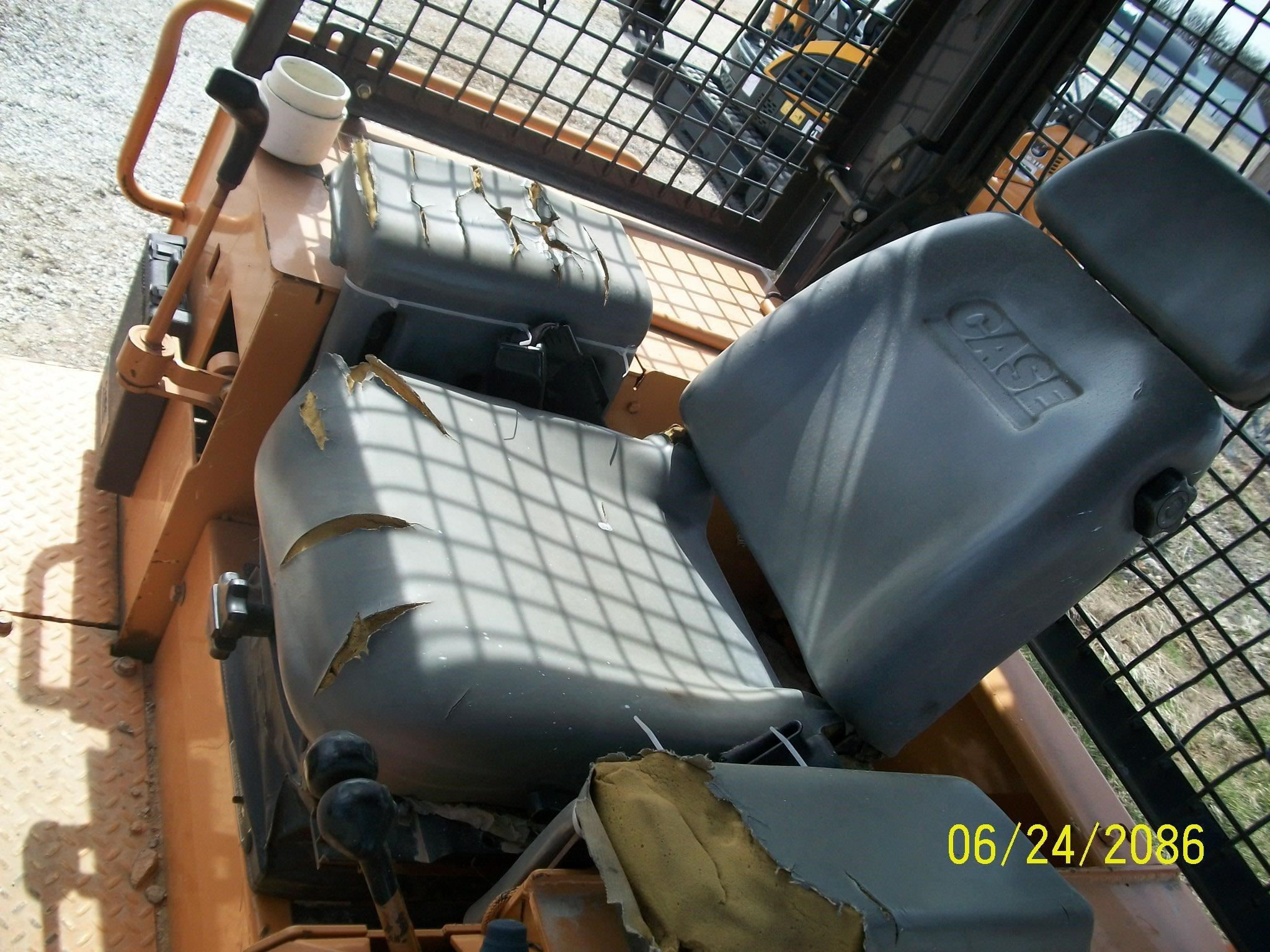 Detail photo of 2004 Case 1150H from Construction Equipment Guide