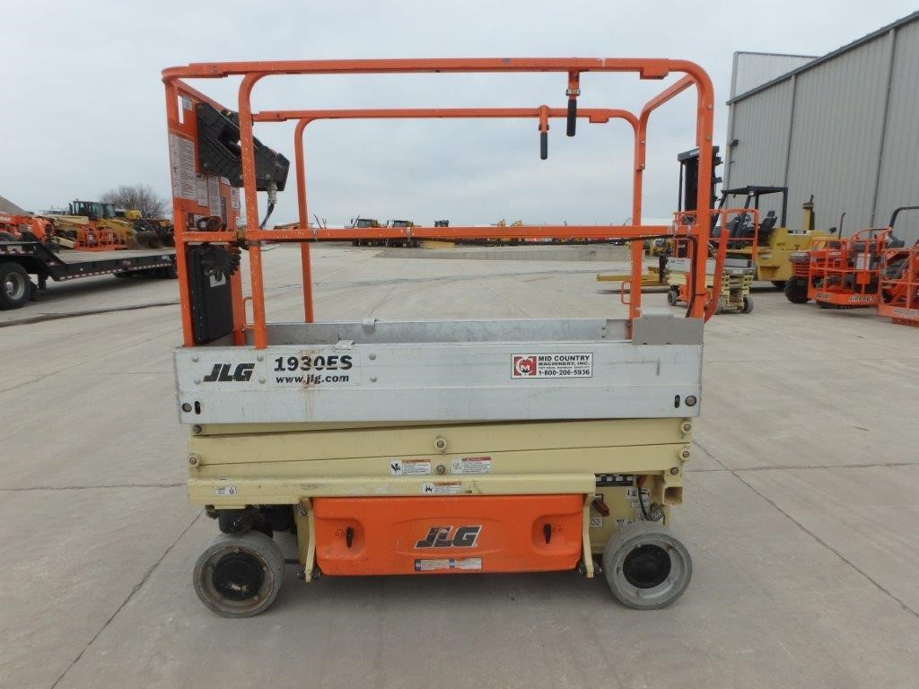 Detail photo of 2014 JLG 1930ES from Construction Equipment Guide