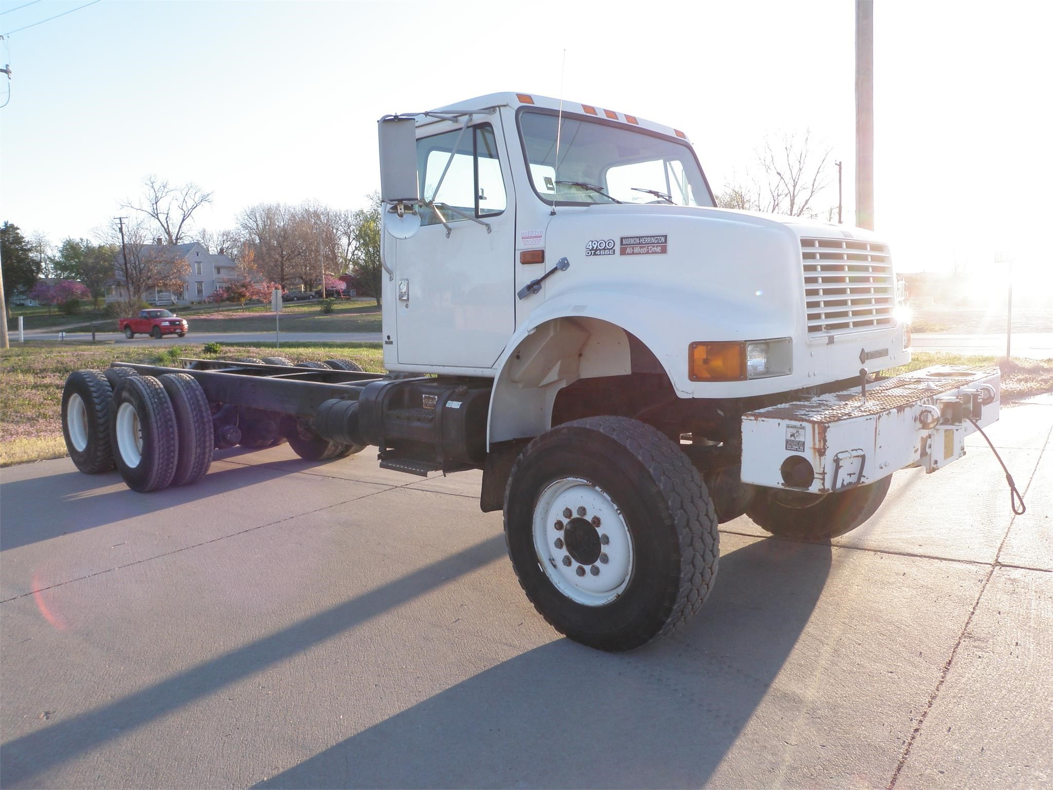 Detail photo of 1998 International 4900 from Construction Equipment Guide