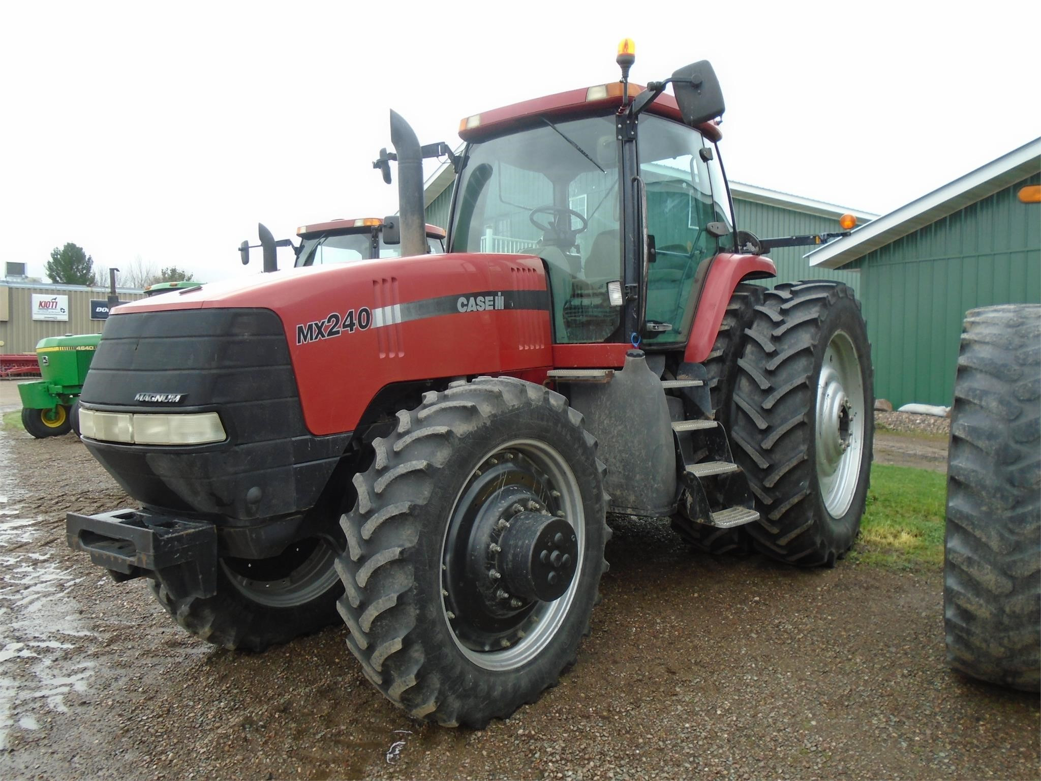 Detail photo of 2001 Case IH MX240 from Construction Equipment Guide