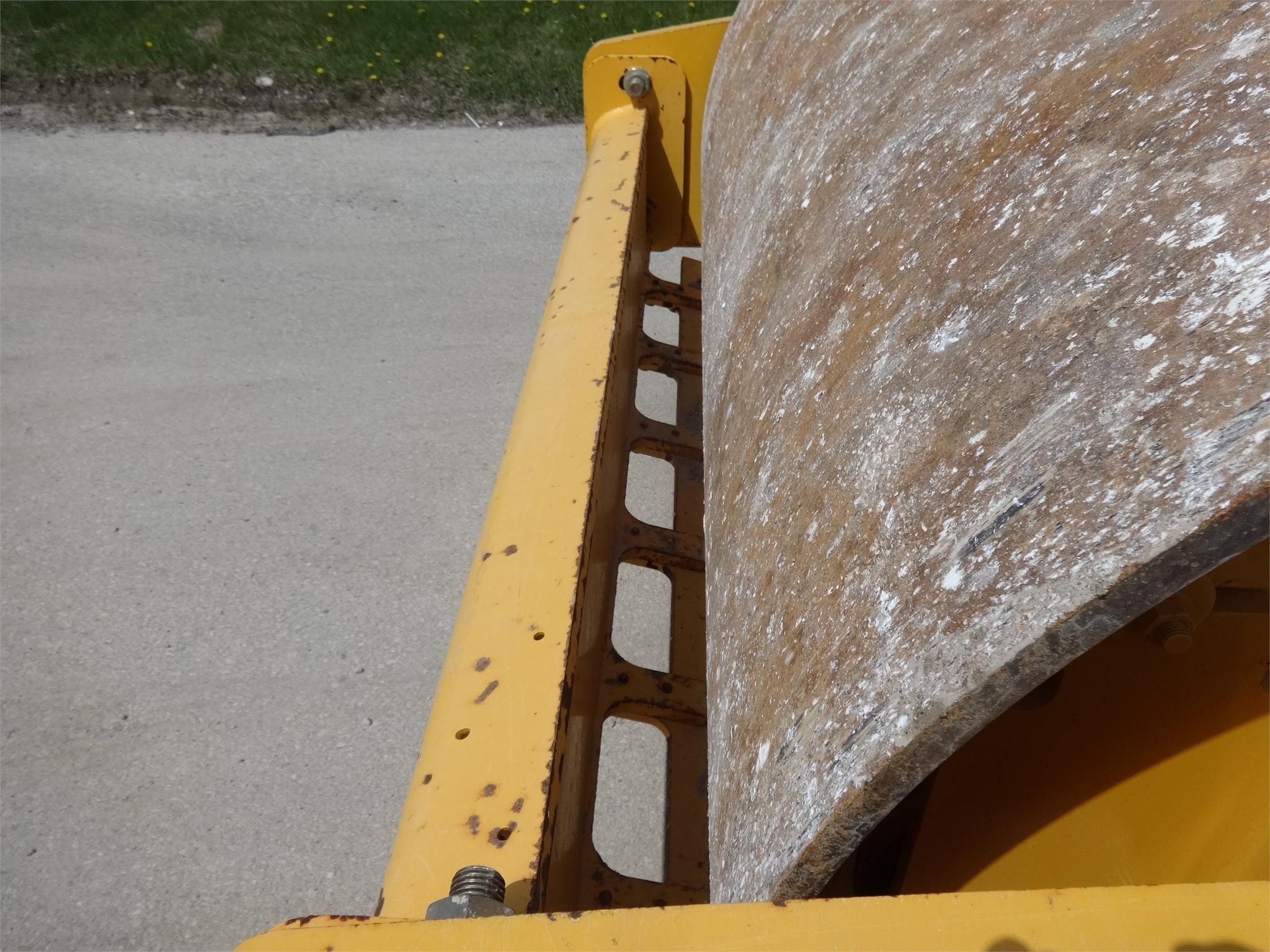 Detail photo of 2013 Volvo SD70D from Construction Equipment Guide