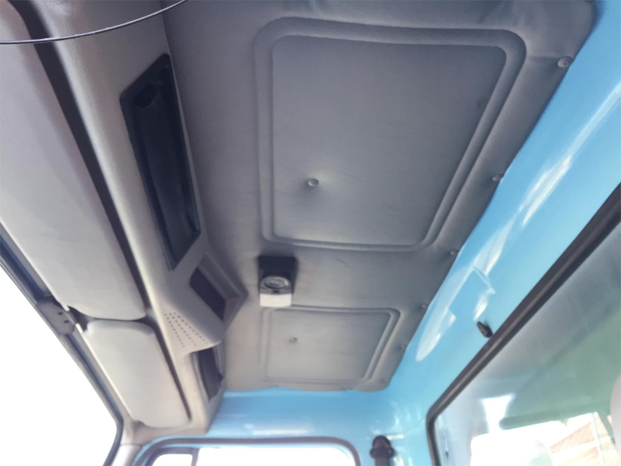 Detail photo of 1998 International 2554 from Construction Equipment Guide