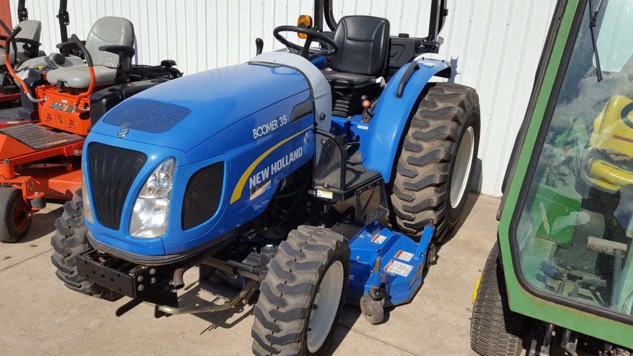 Detail photo of 2011 New Holland BOOMER 35 from Construction Equipment Guide