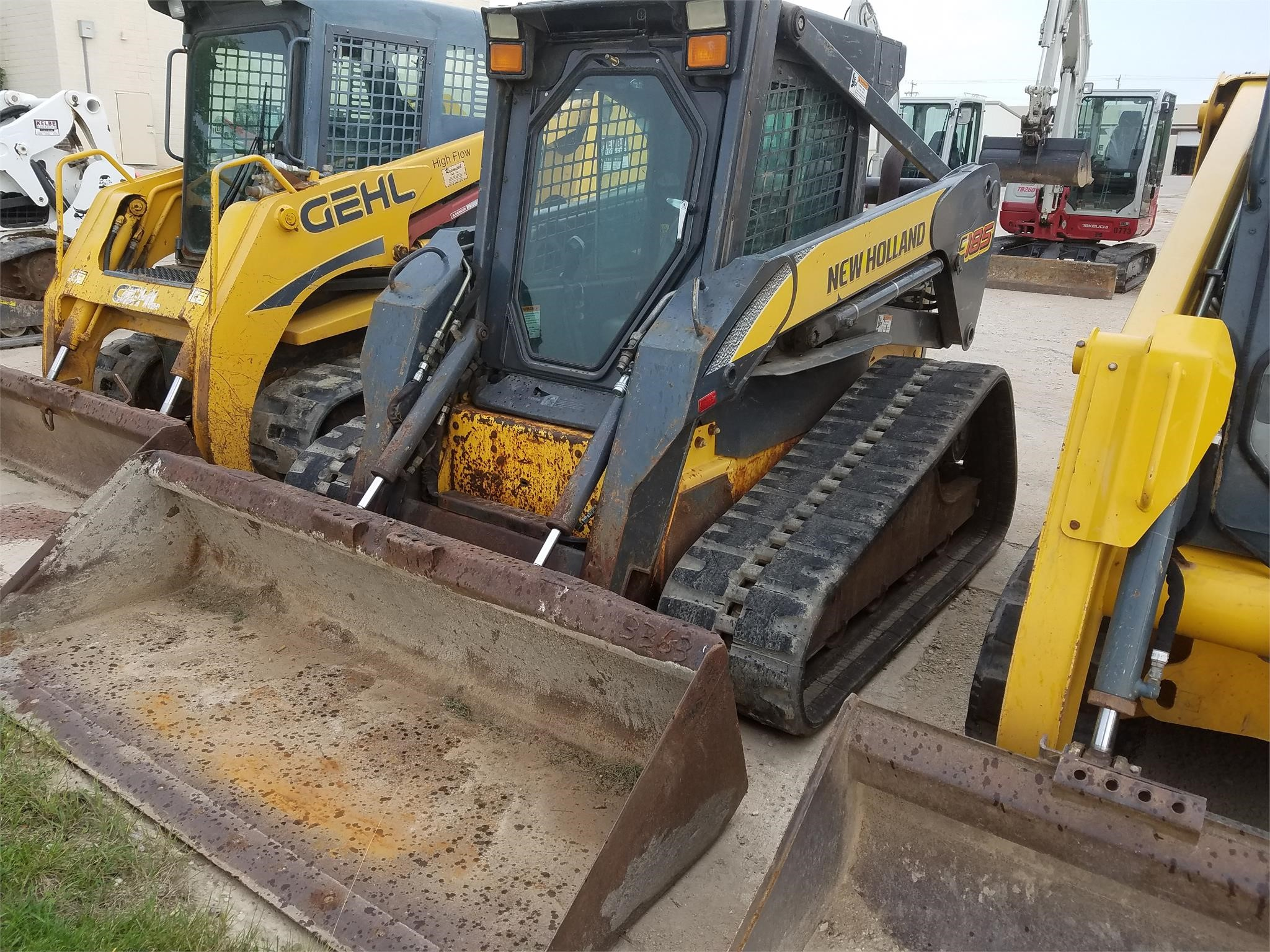 Detail photo of 2006 New Holland C185 from Construction Equipment Guide