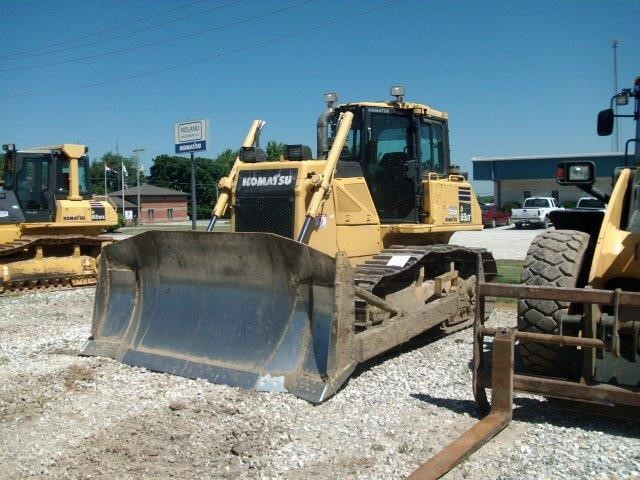 Detail photo of 2011 Komatsu D65EX-17 from Construction Equipment Guide