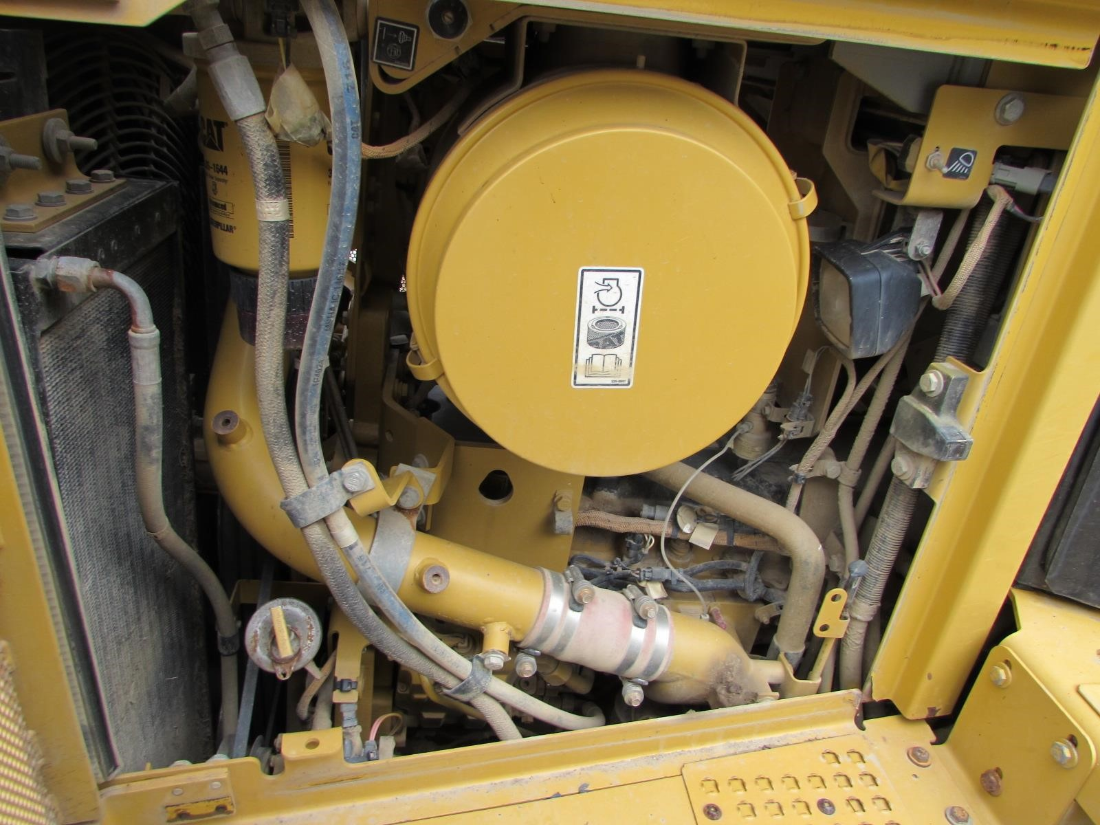 Detail photo of 2009 Caterpillar D6T XL from Construction Equipment Guide