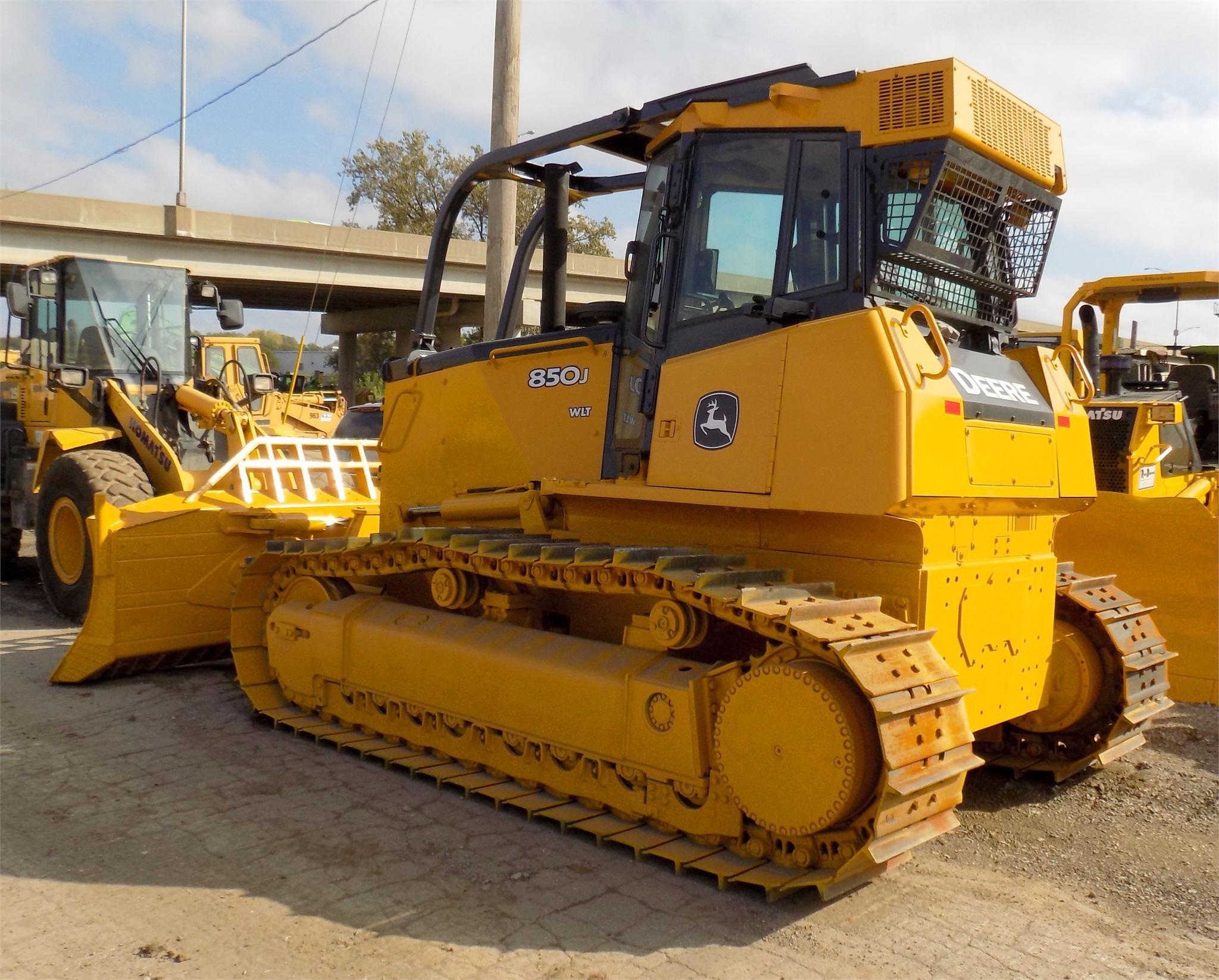 Detail photo of 2007 John Deere 850J from Construction Equipment Guide