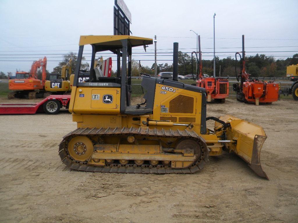 Detail photo of 2011 John Deere 450J from Construction Equipment Guide