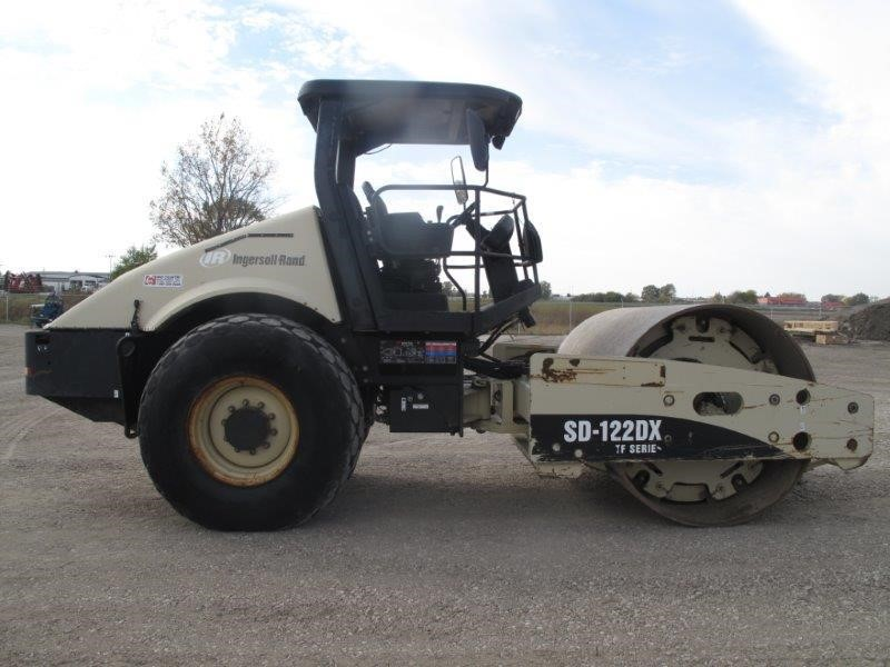 Detail photo of 2005 Ingersoll Rand SD122DX from Construction Equipment Guide