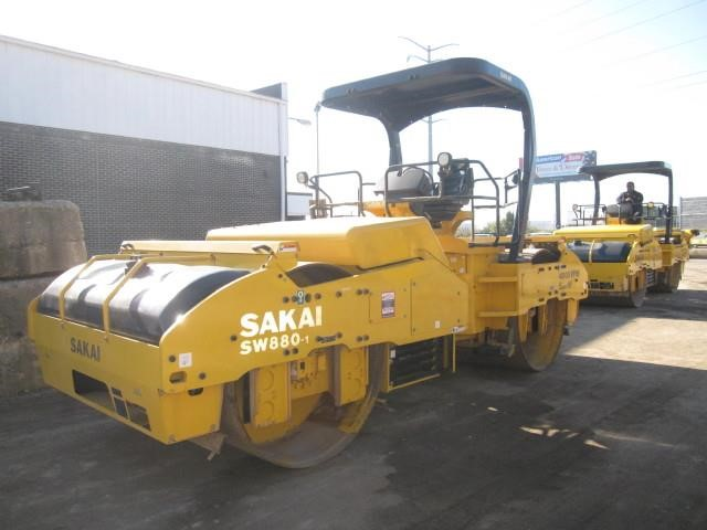 Detail photo of 2016 Sakai SW880-1 from Construction Equipment Guide