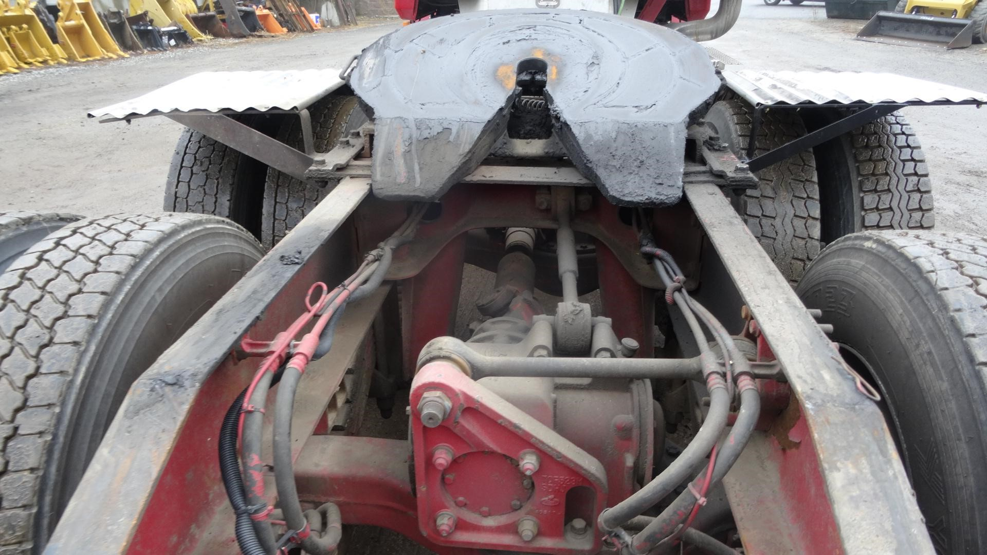 Detail photo of 2005 Mack CHN613 from Construction Equipment Guide