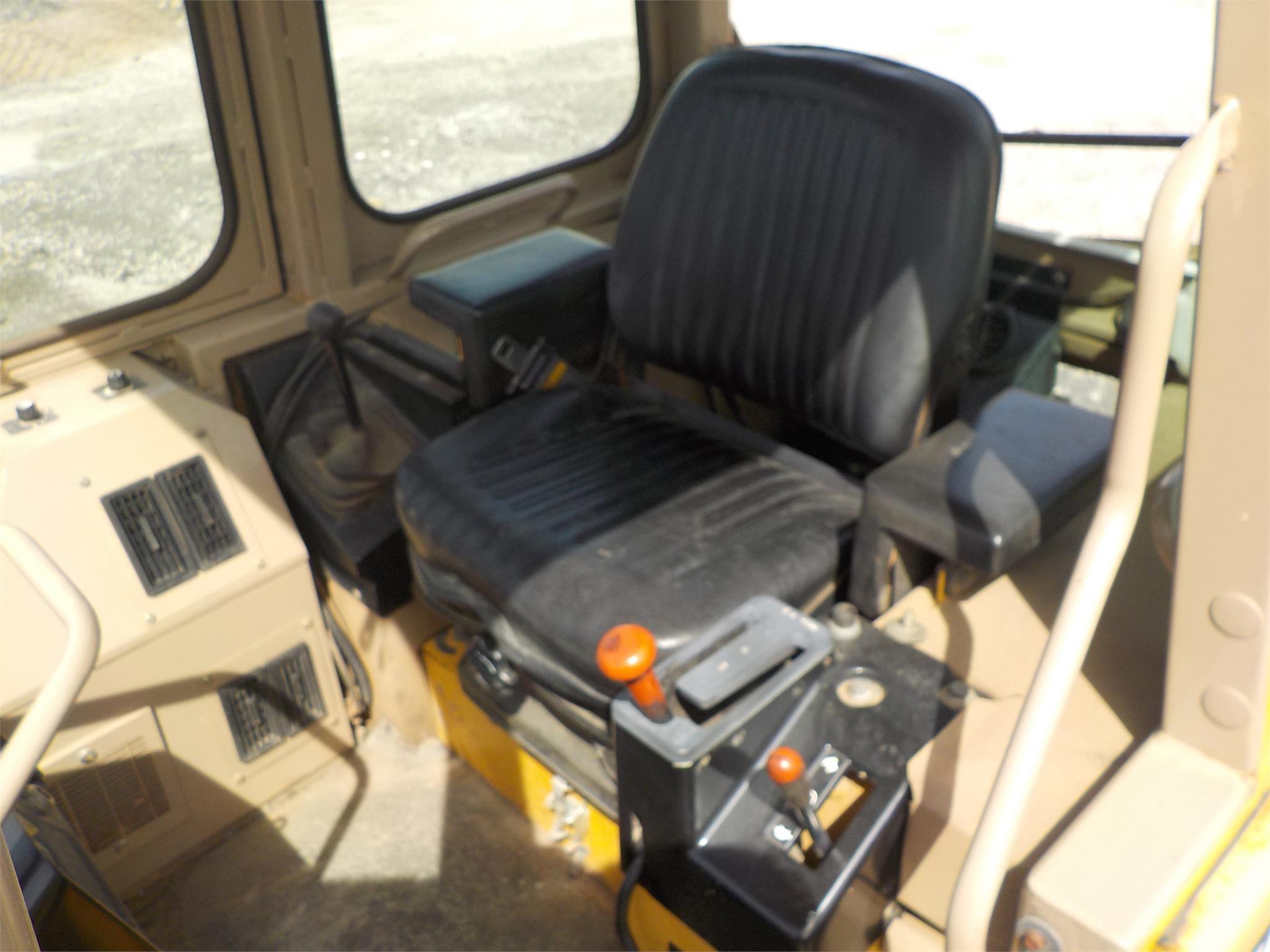 Detail photo of 1998 John Deere 455G IV from Construction Equipment Guide