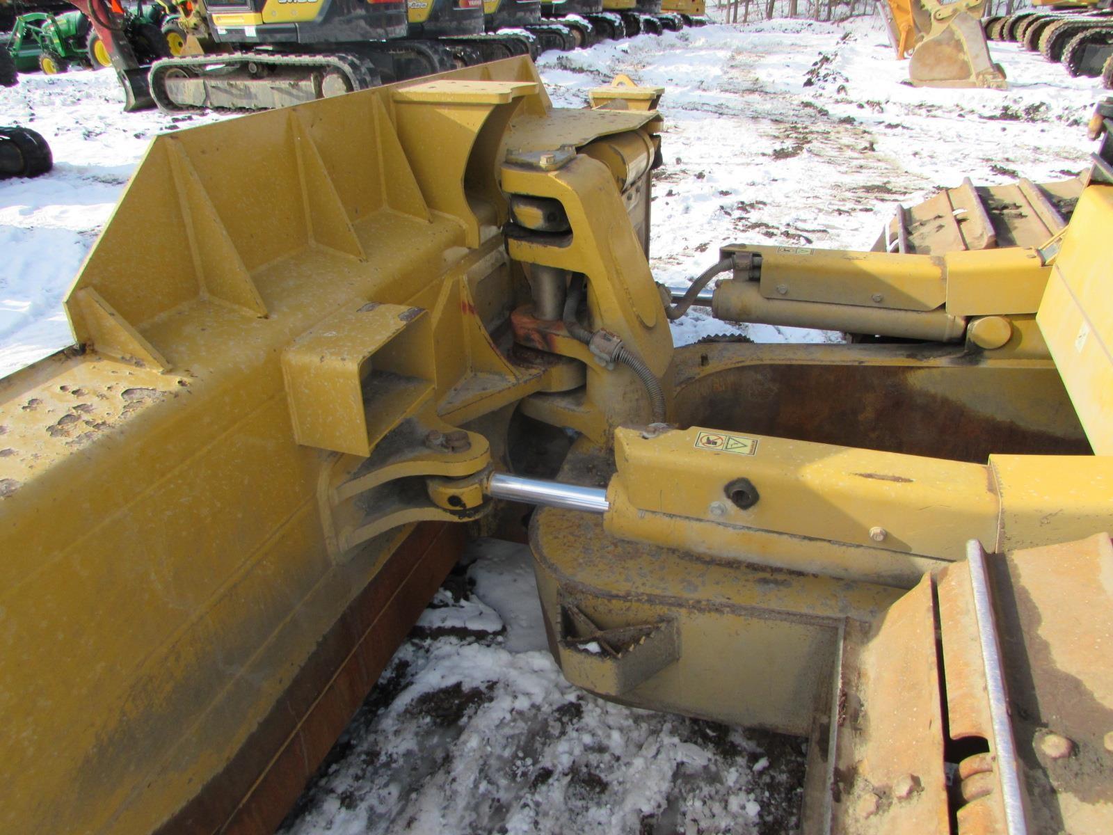 Detail photo of 2012 Caterpillar D6N LGP from Construction Equipment Guide