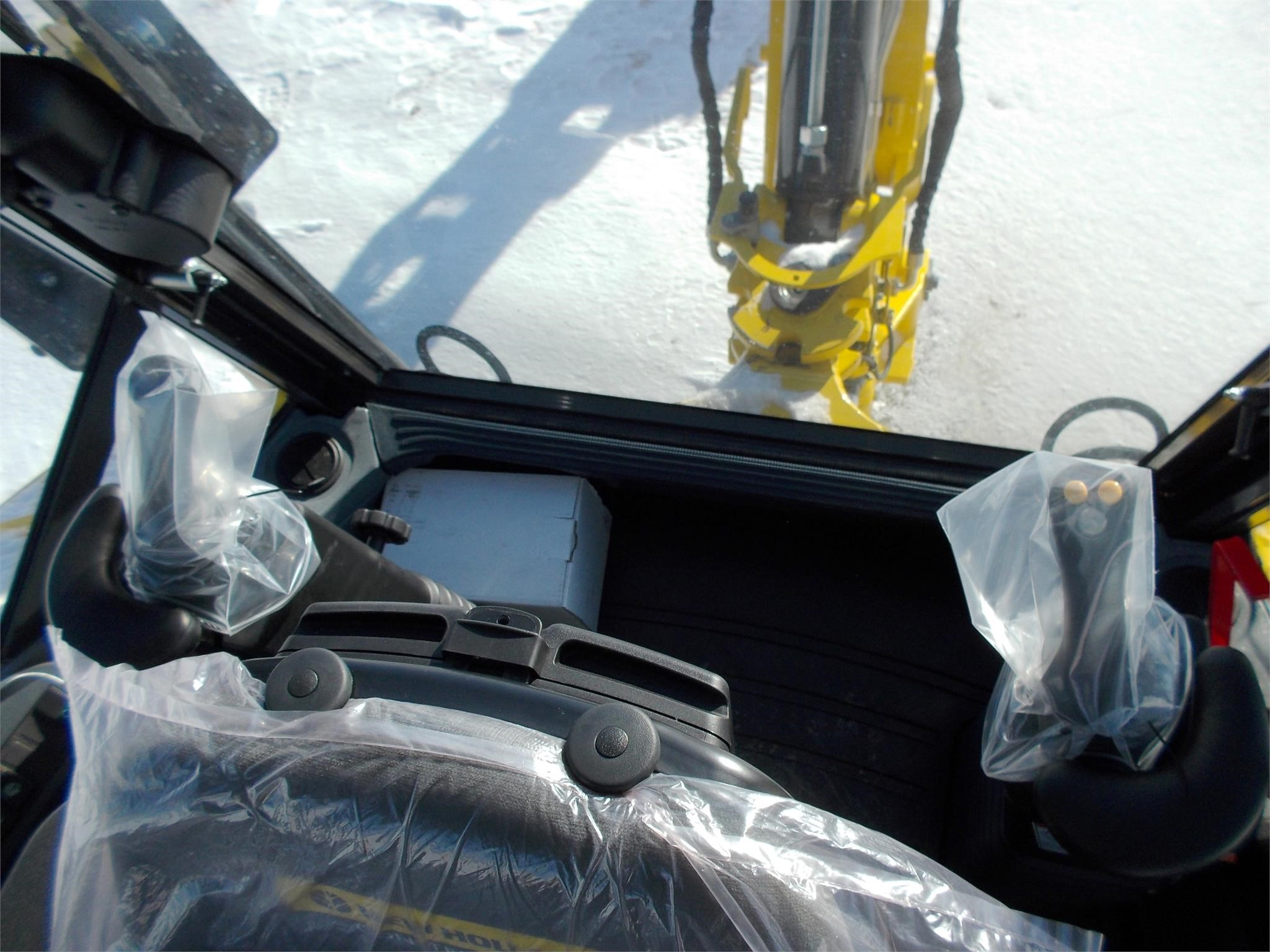 Detail photo of 2016 New Holland B95C from Construction Equipment Guide