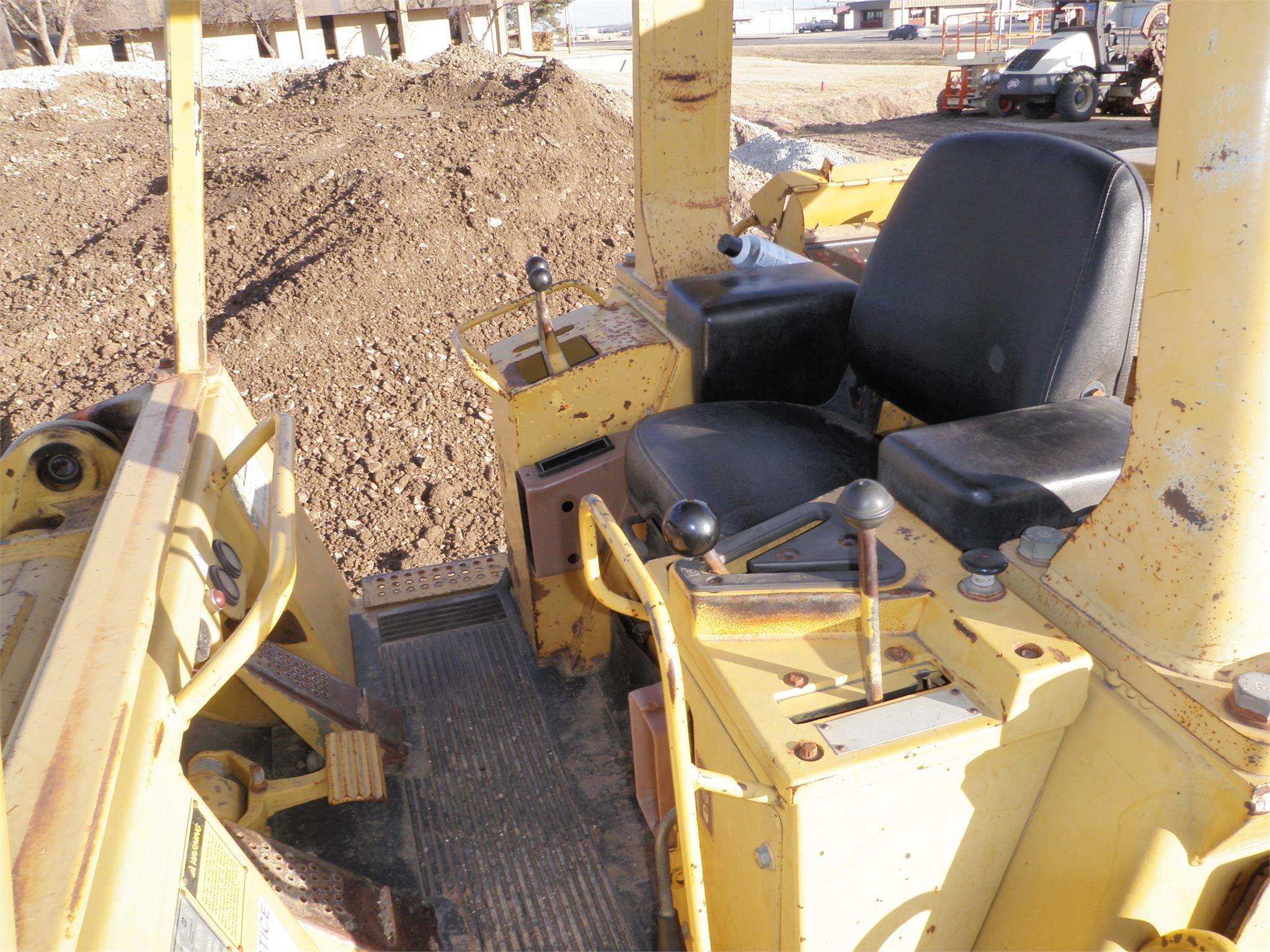Detail photo of 1994 Caterpillar 963 from Construction Equipment Guide