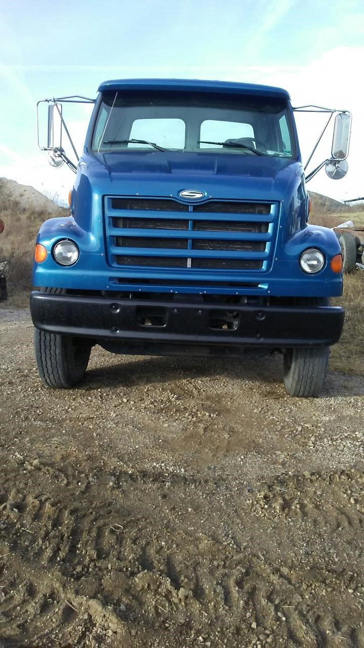 Detail photo of 2000 Sterling L7500 from Construction Equipment Guide