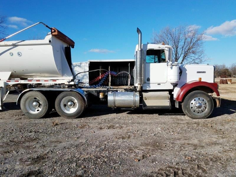 Detail photo of 2003 Kenworth W900 from Construction Equipment Guide