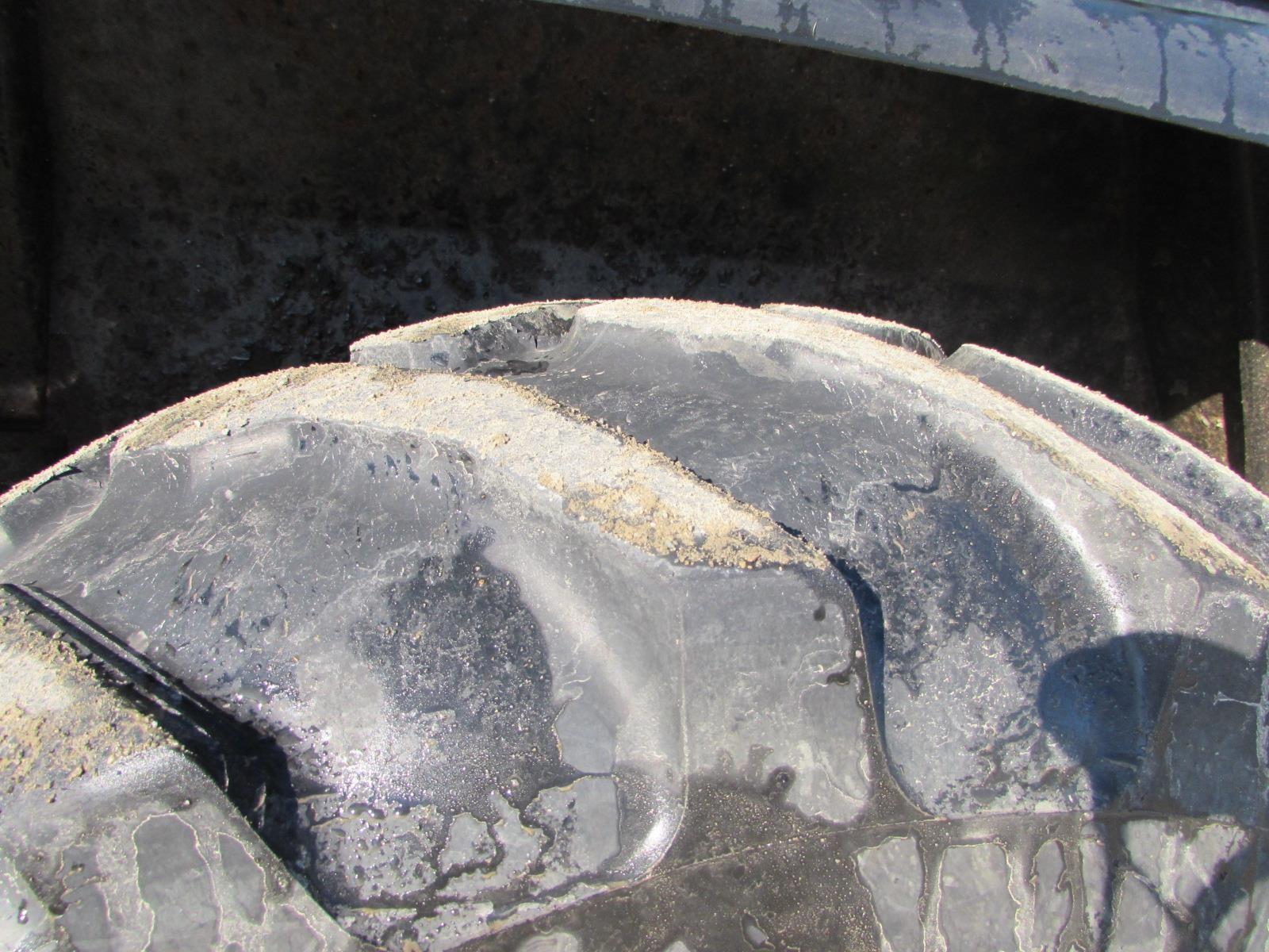 Detail photo of 2001 John Deere 410E from Construction Equipment Guide