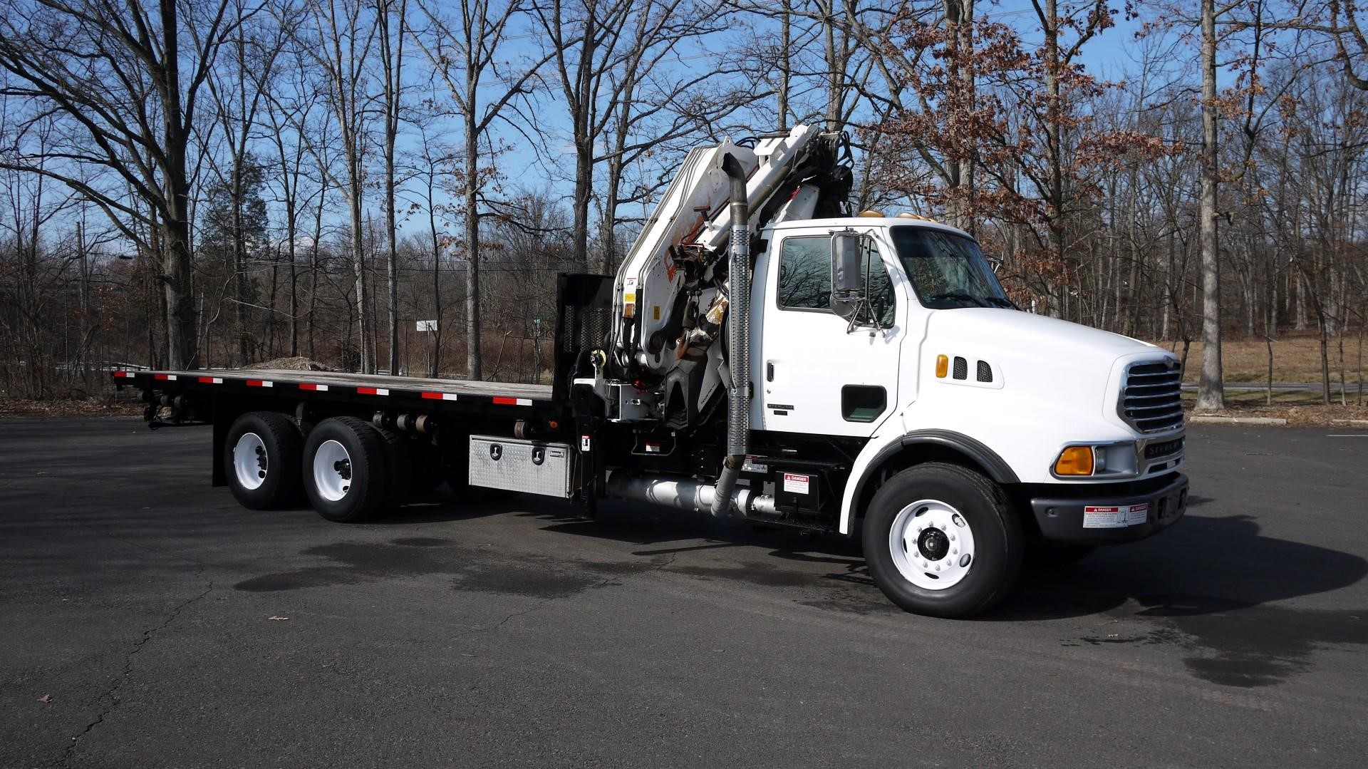 Detail photo of 2004 Sterling LT9500 from Construction Equipment Guide