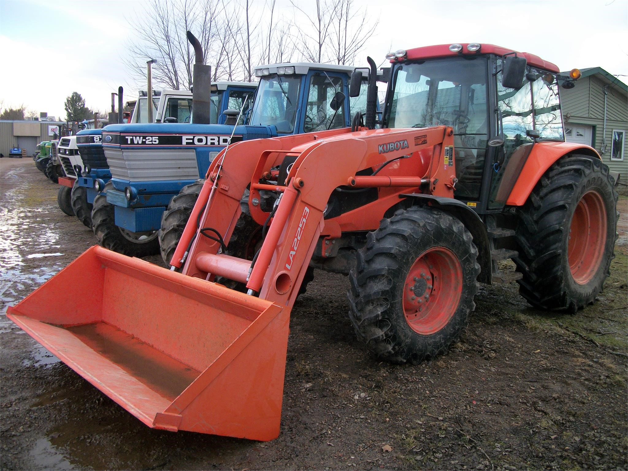 Detail photo of 2012 Kubota M126X from Construction Equipment Guide