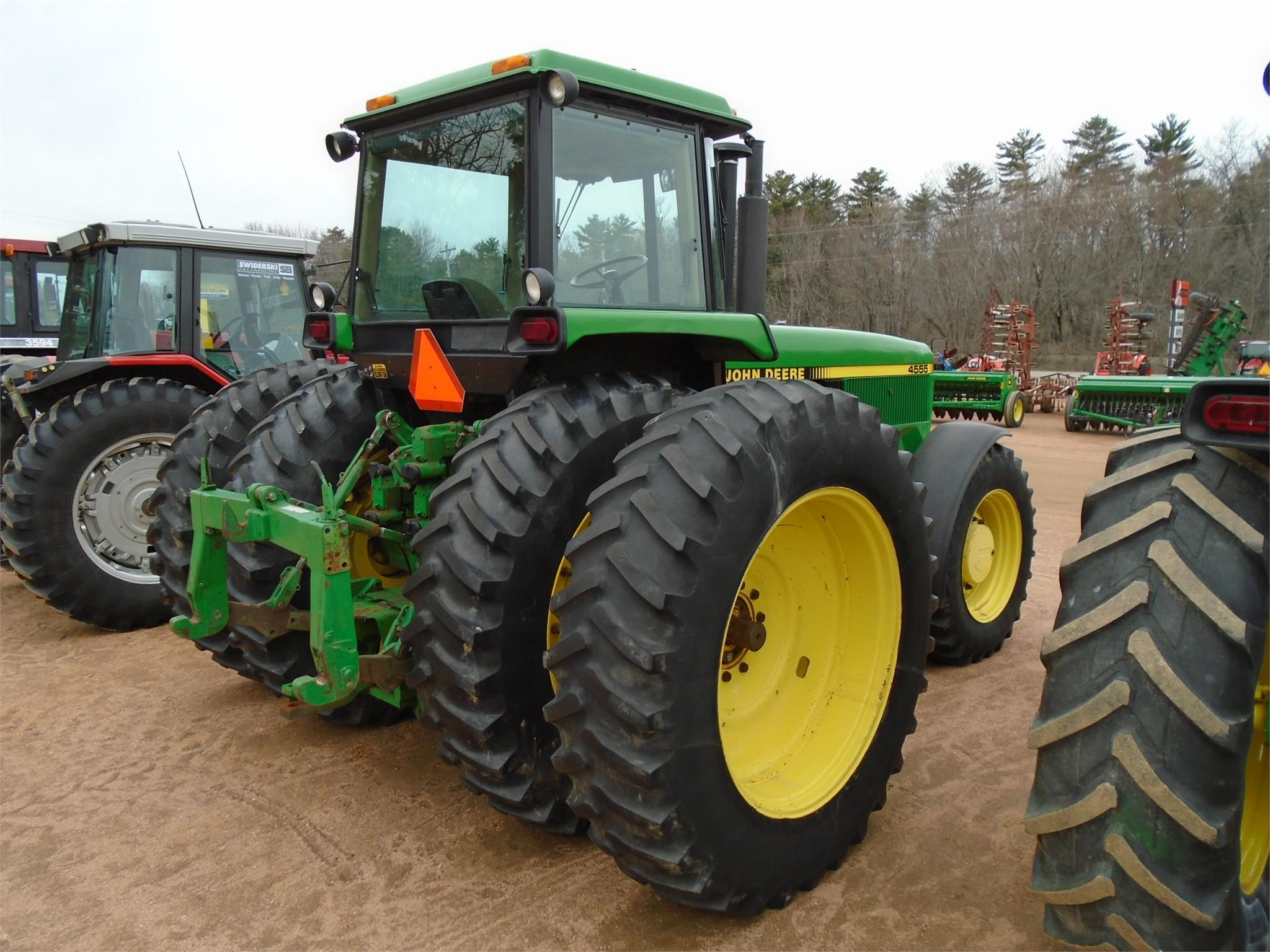 Detail photo of 1990 John Deere 4555 from Construction Equipment Guide