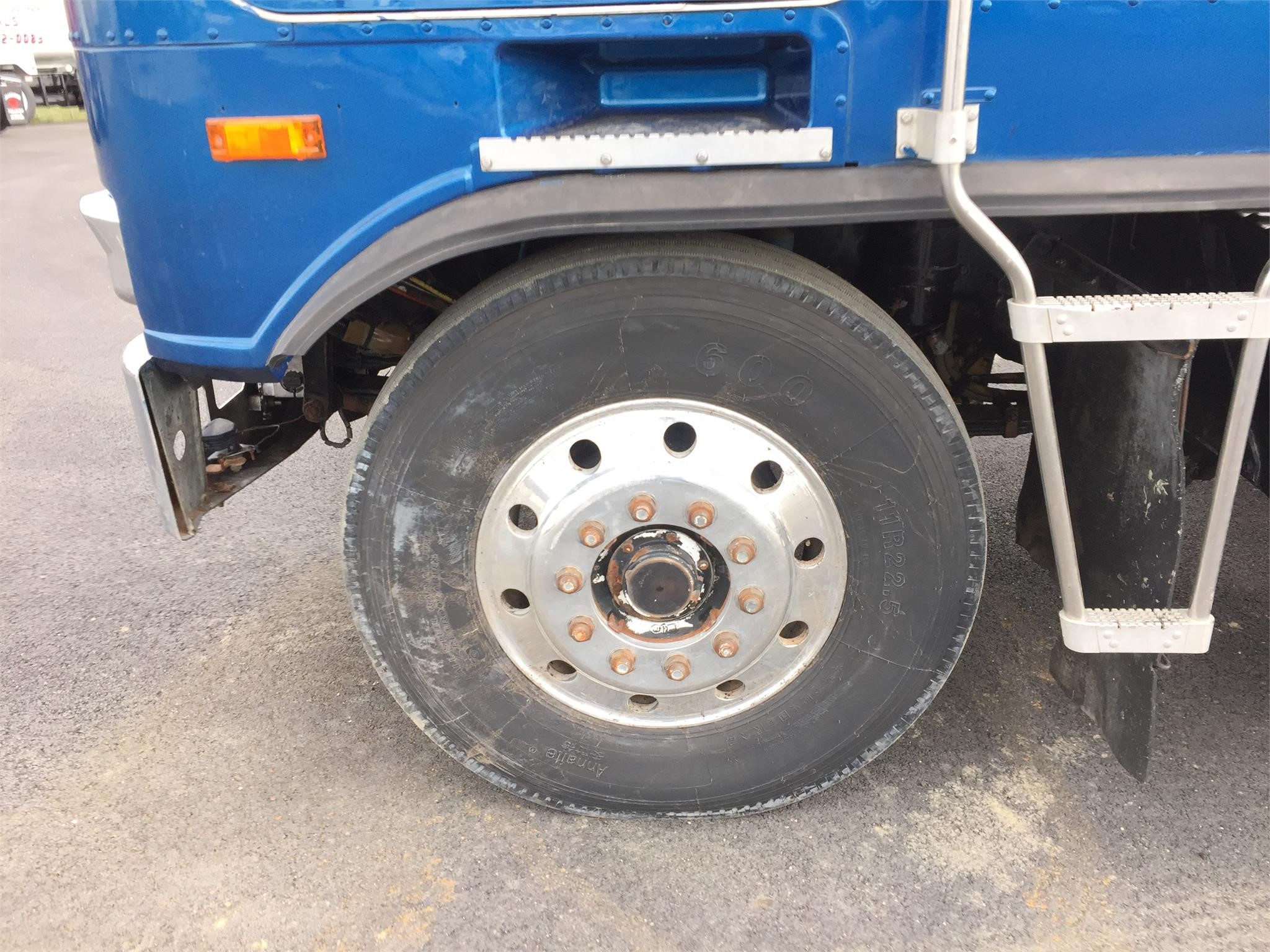 Detail photo of 1989 Kenworth K100 from Construction Equipment Guide