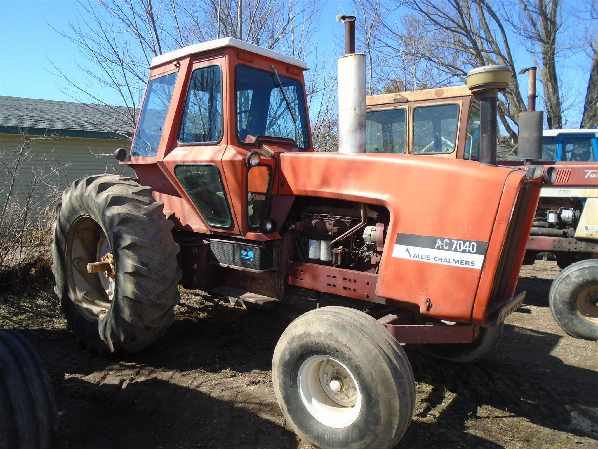 Detail photo of  Allis Chalmers 7040 from Construction Equipment Guide