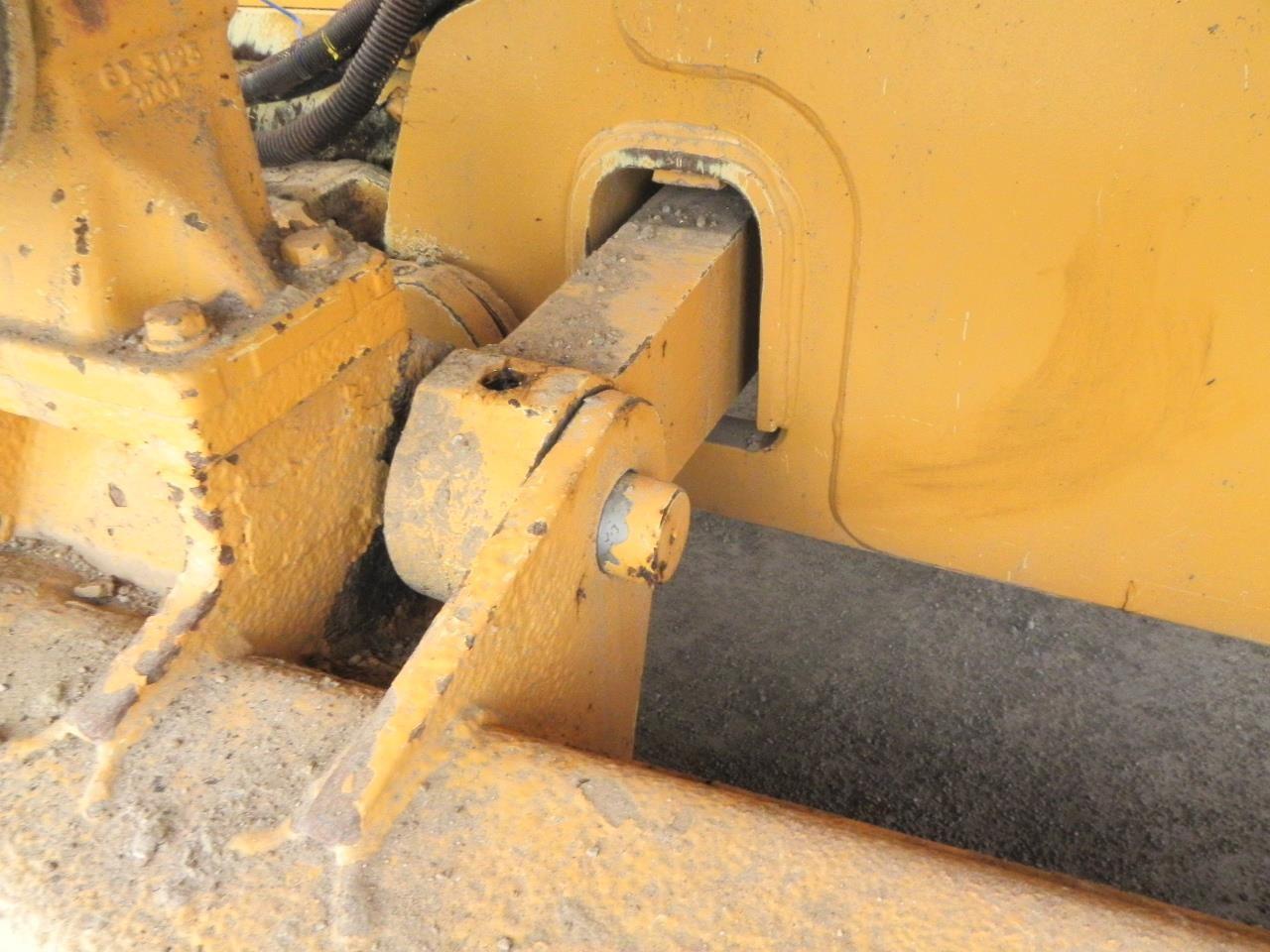 Detail photo of 1999 Caterpillar D6M LGP from Construction Equipment Guide